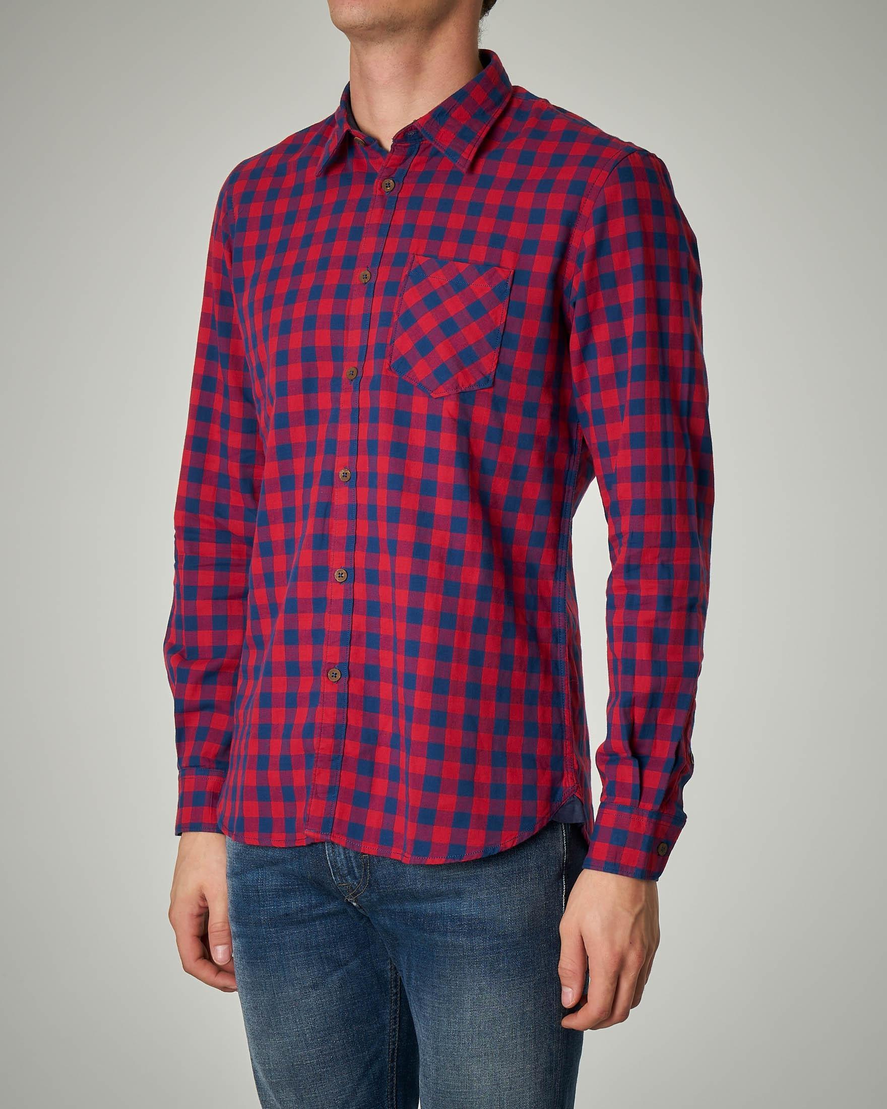 Camicia a quadri rossi e blu