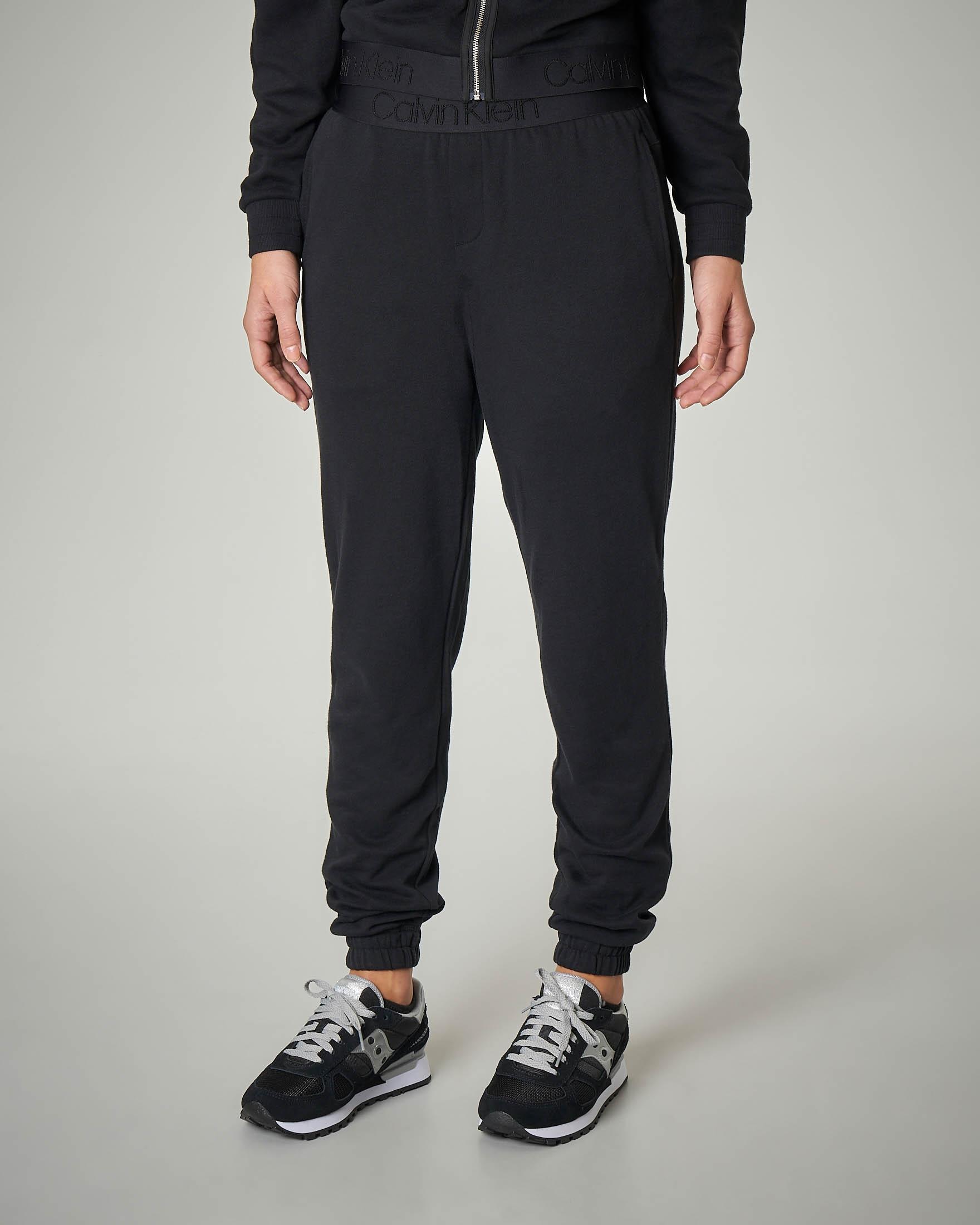 Pantaloni tuta in cotone neri con fascia elastica logo tono su tono