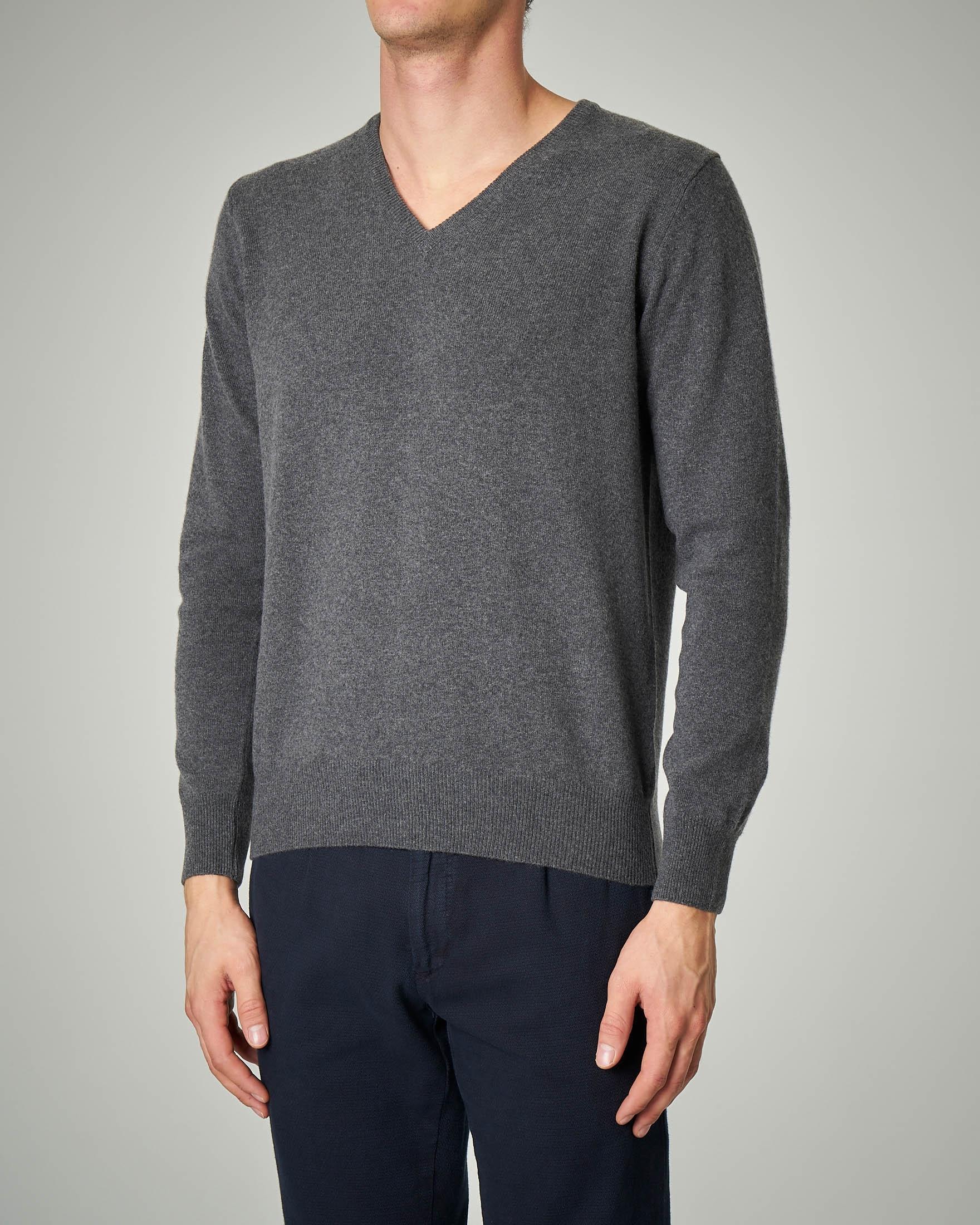 Maglia grigia scollo a V in lana e cachemire