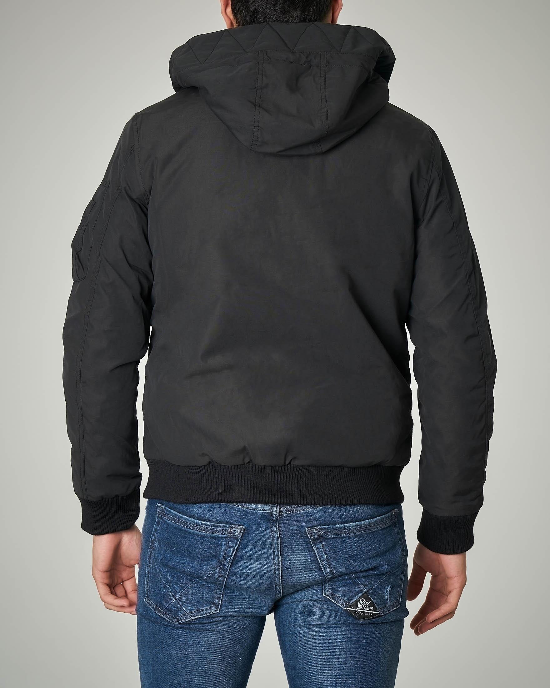 Bomber nero con cappuccio