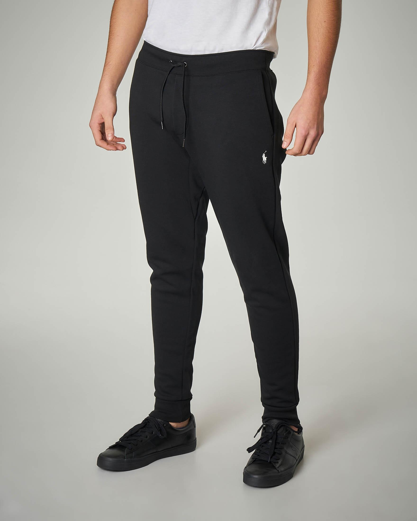 Pantalone nero in felpa con taschino posteriore