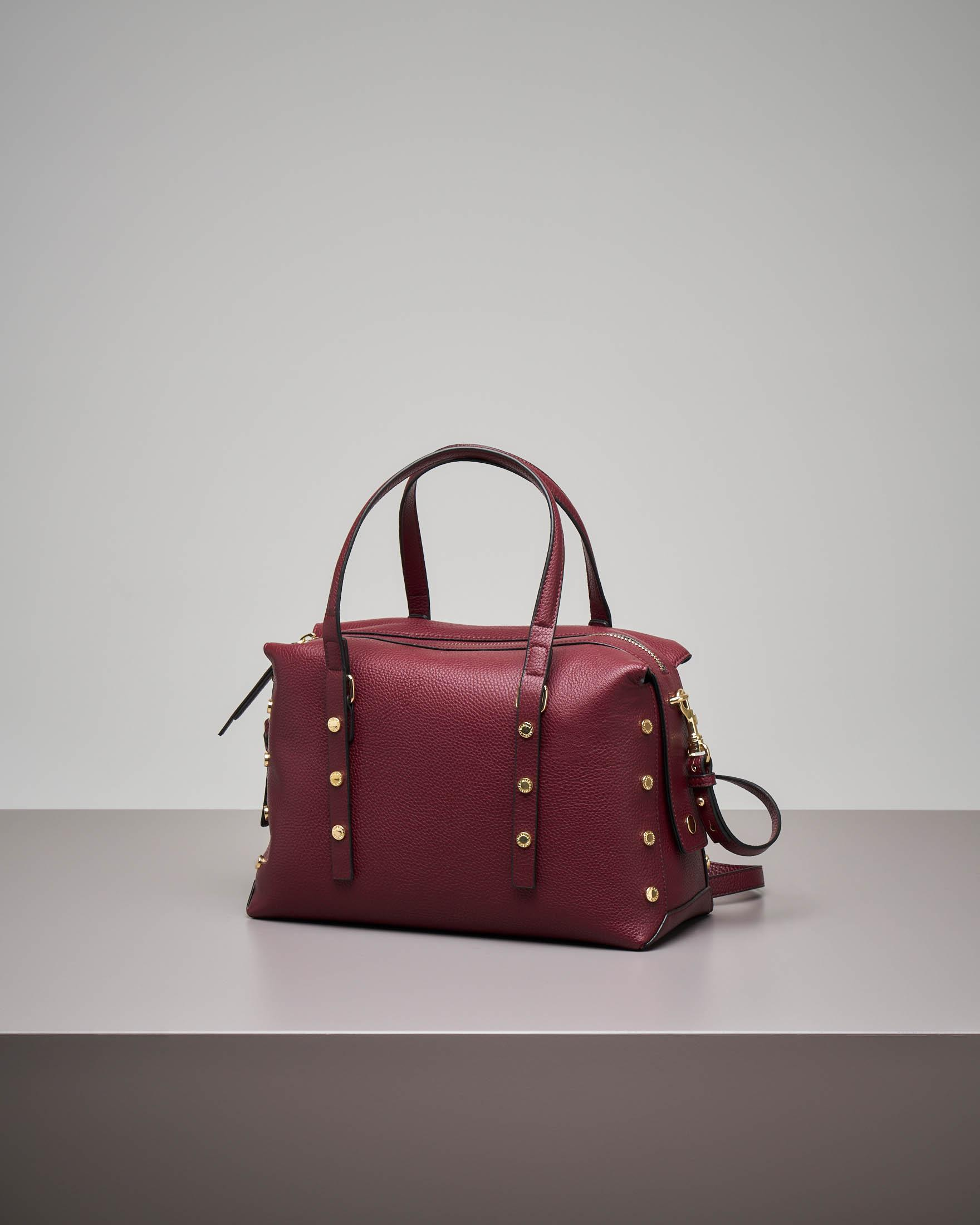 Bowling bag bordeaux con borchie applicate
