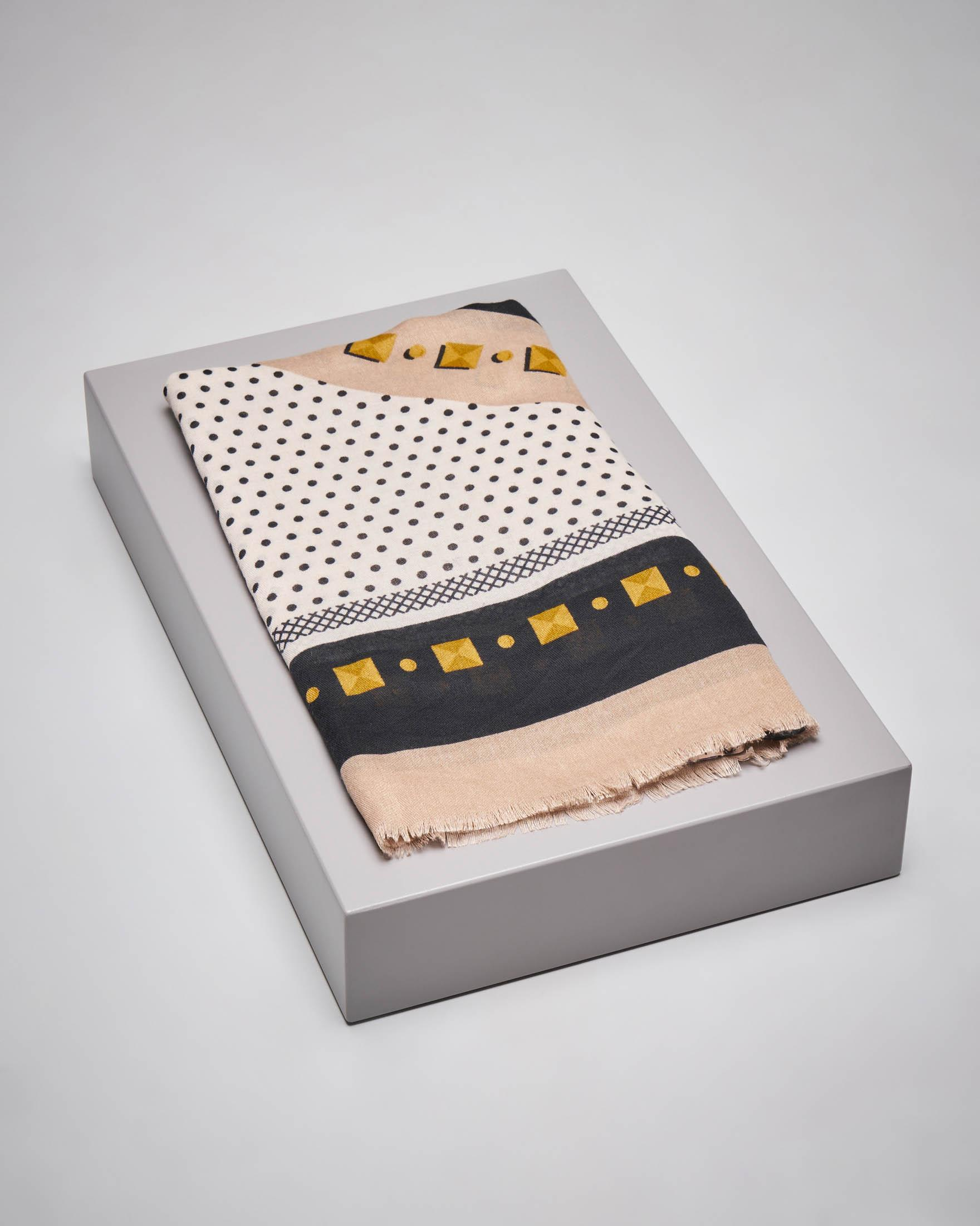 Maxi foulard beige a fantasia a pois con logo