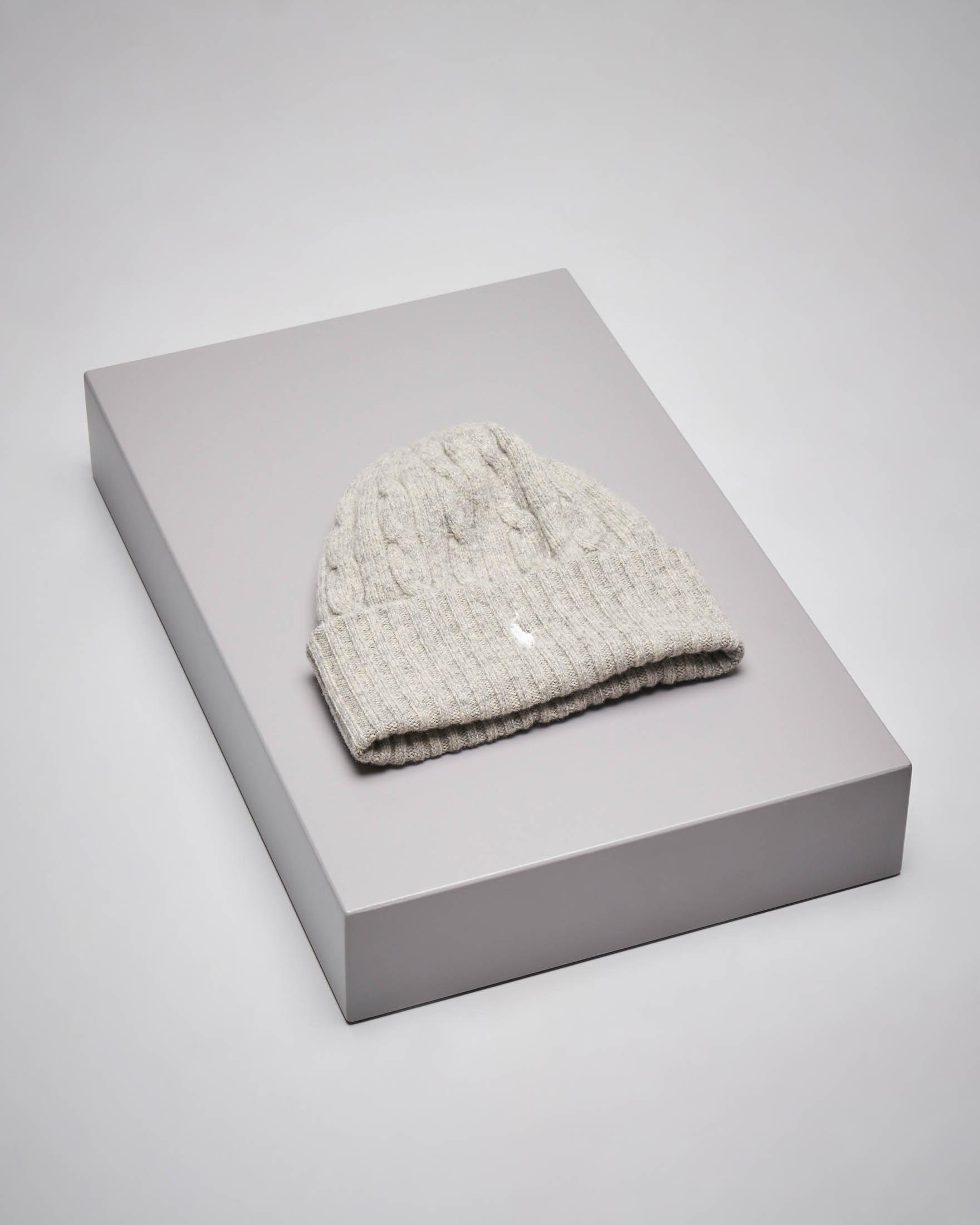 Berretto grigio melange in lana misto cashmere