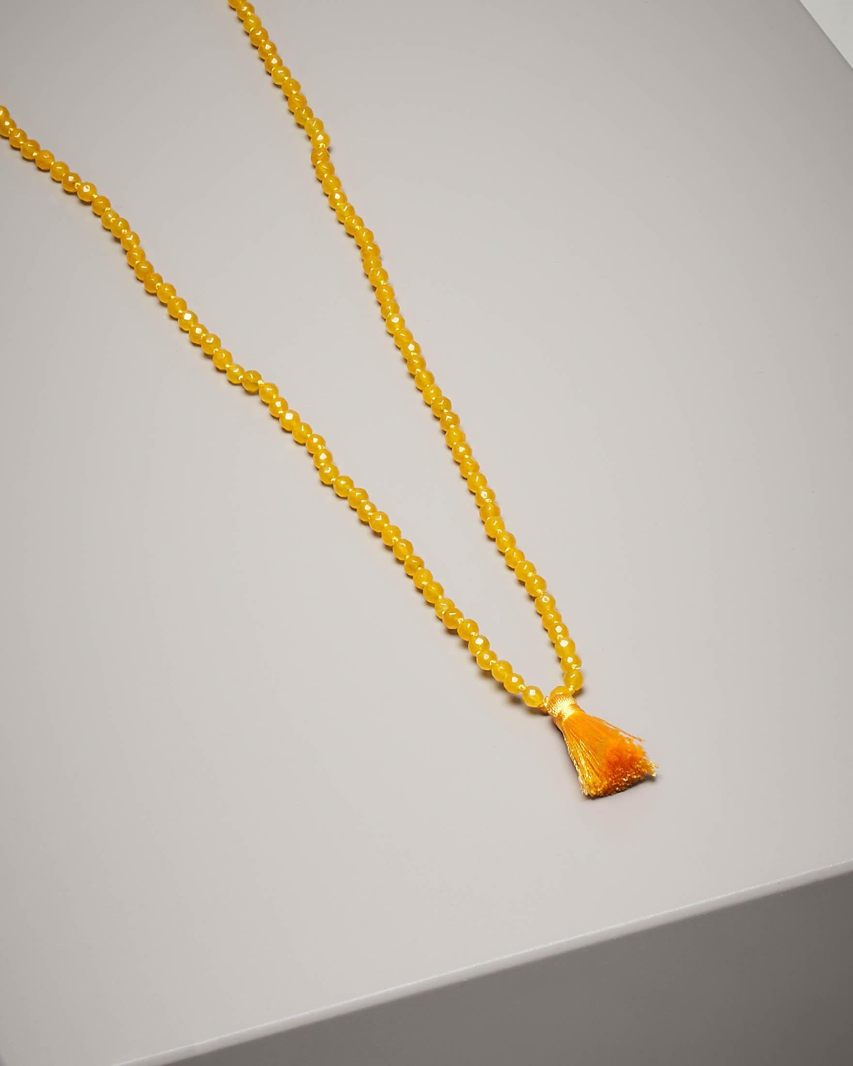 Collana di pietre dure con nappina colore giallo