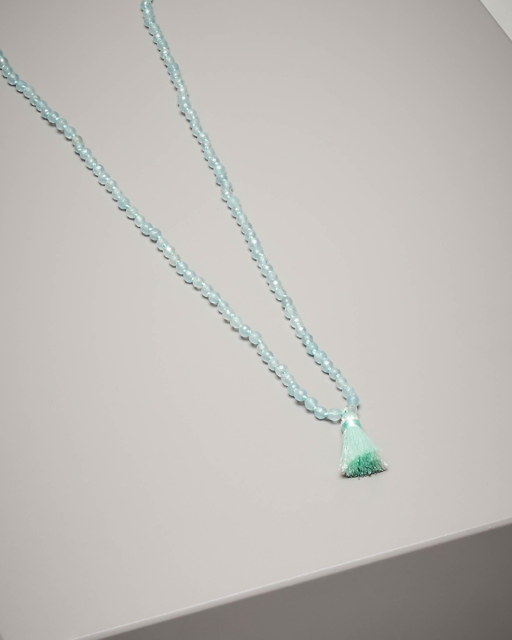 Collana di pietre dure con nappina colore azzurro