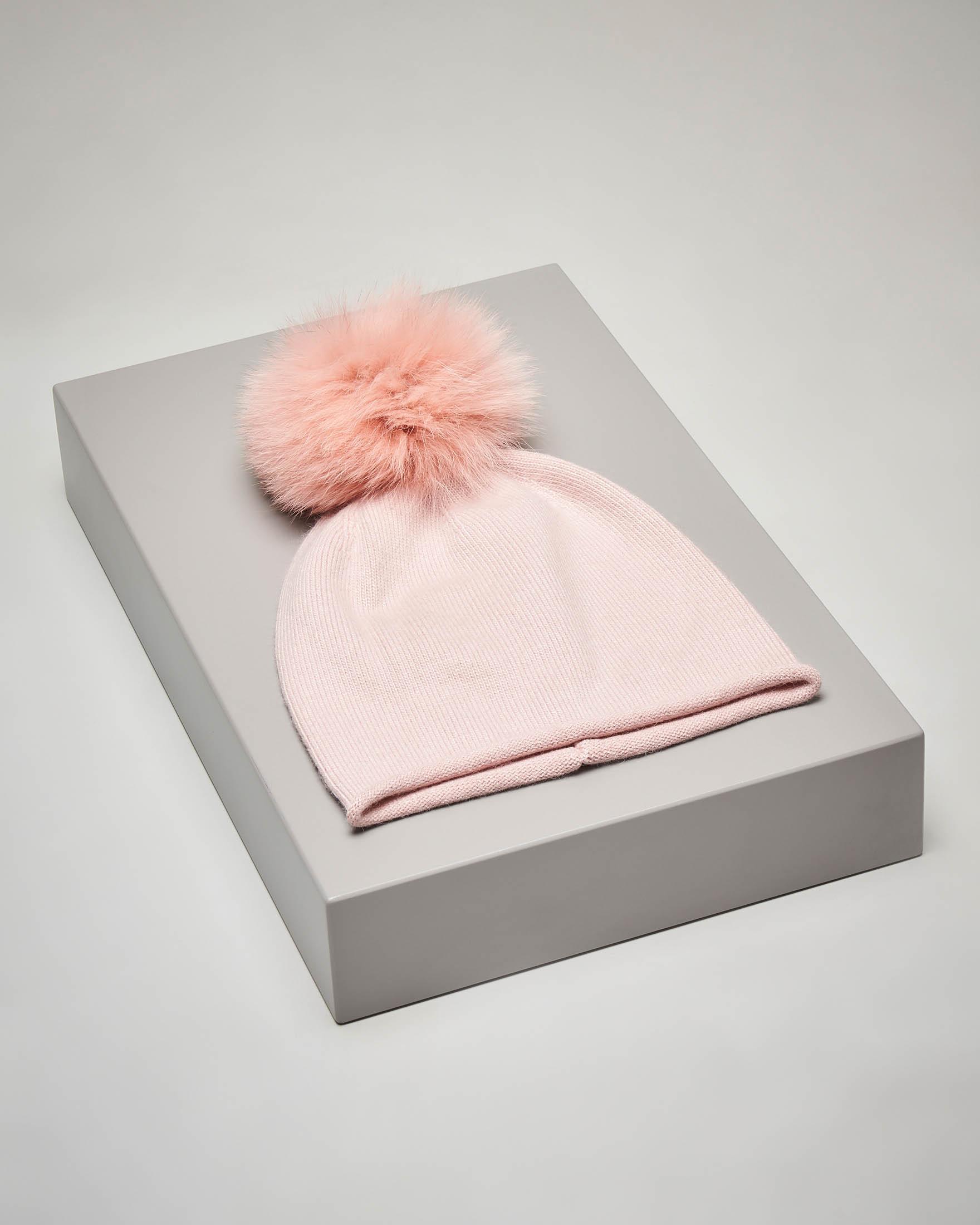 Berretto rosa in maglia con pon pon in volpe