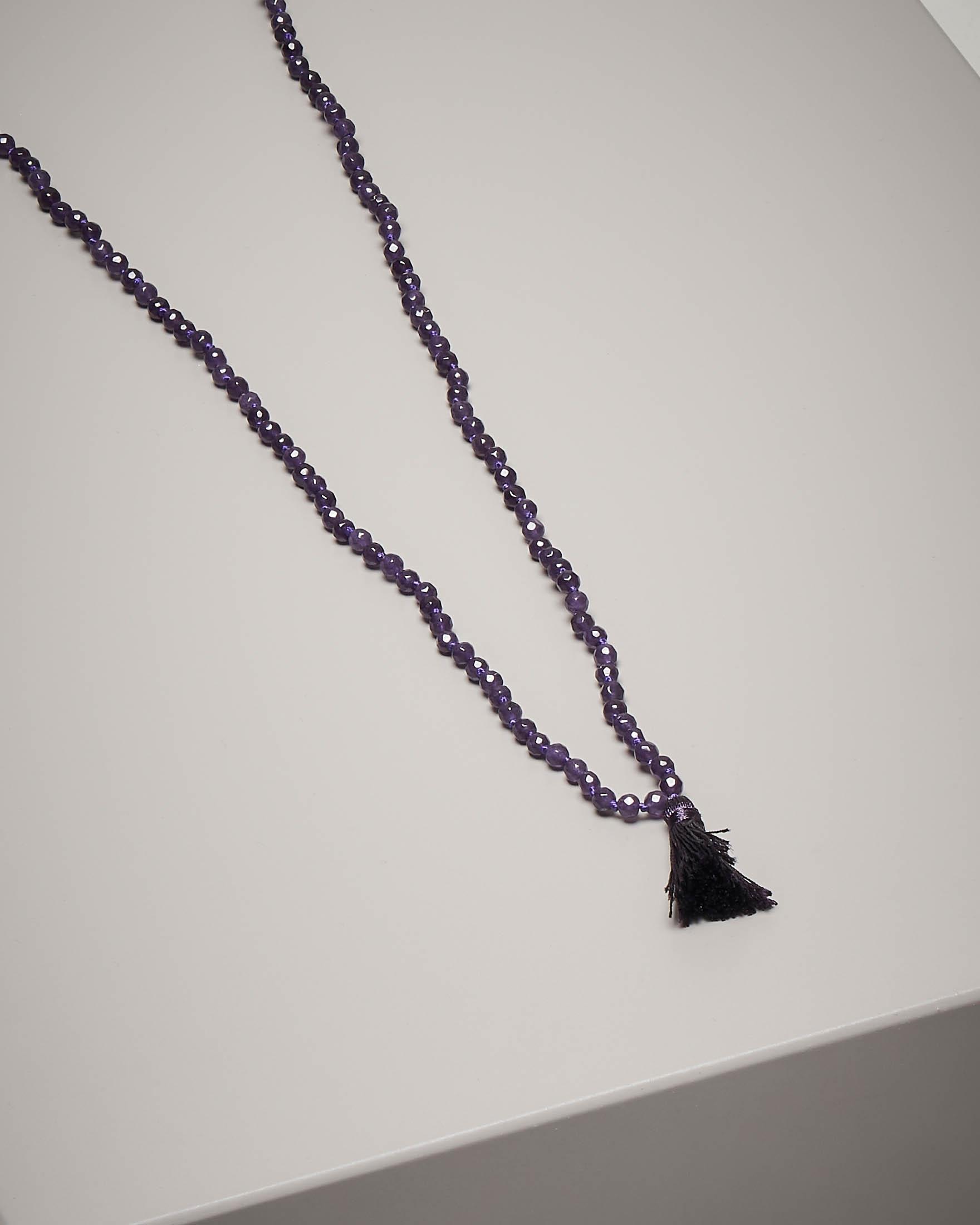 Collana di pietre dure con nappina colore viola