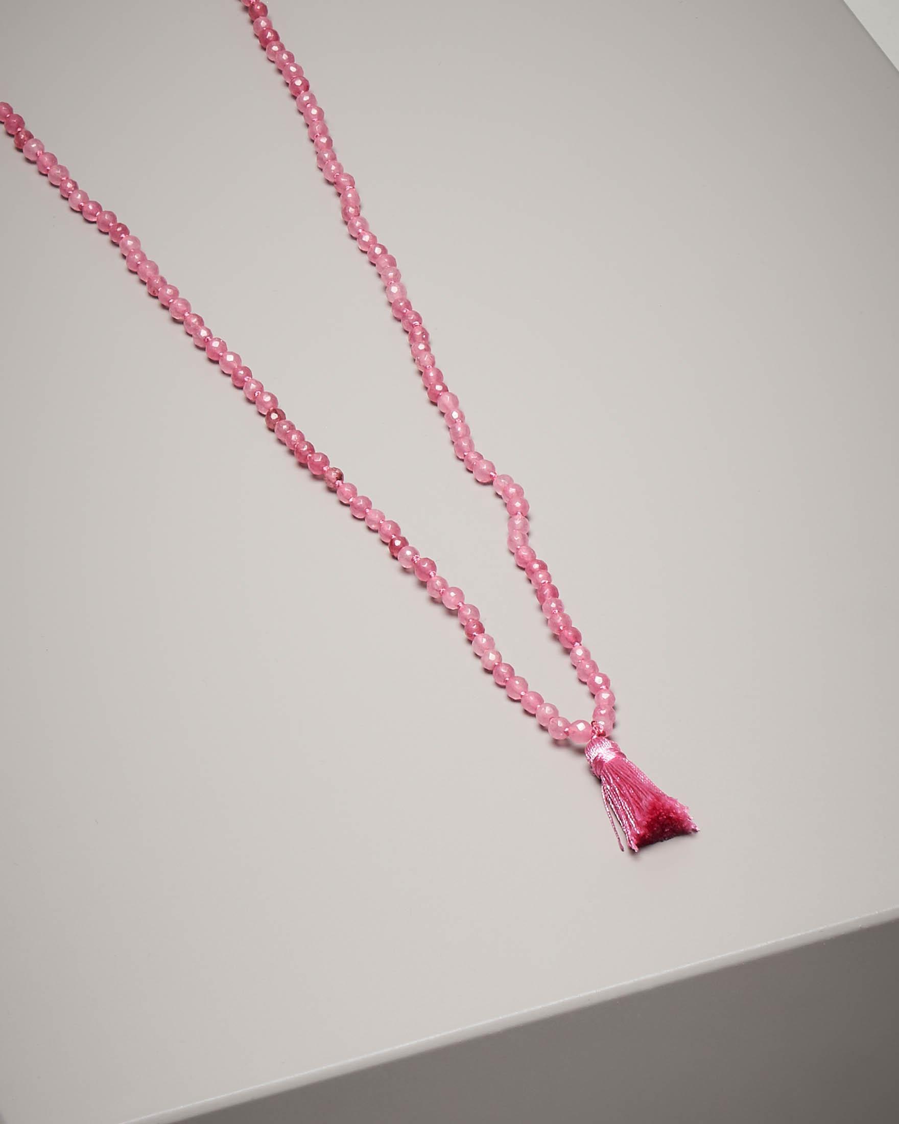 Collana di pietre dure con nappina colore rosa