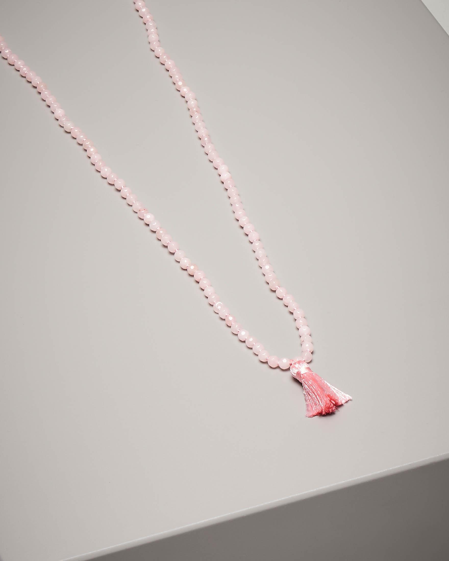 Collana di pietre dure con nappina colore rosa chiaro