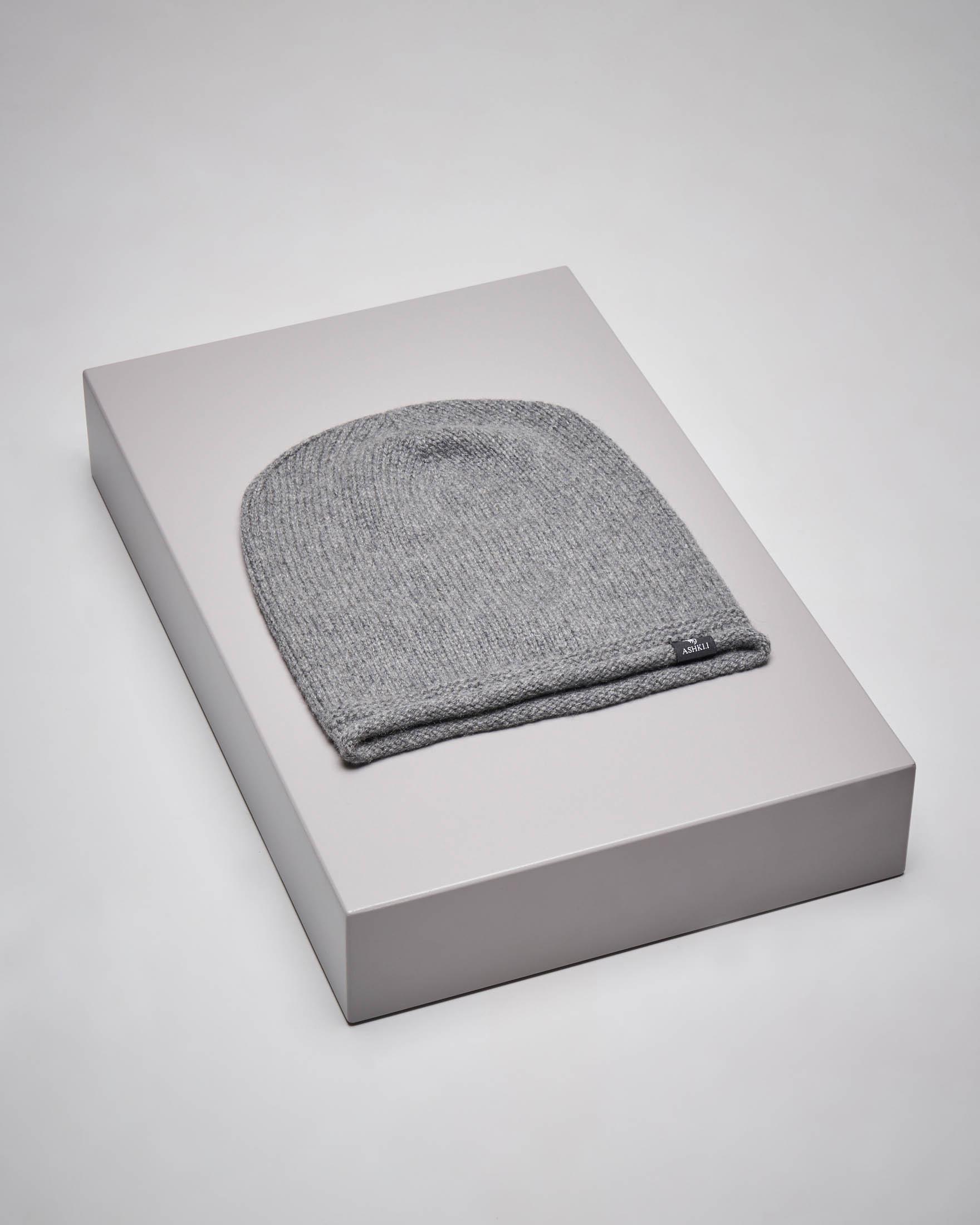 Berretto grigio in cachemire