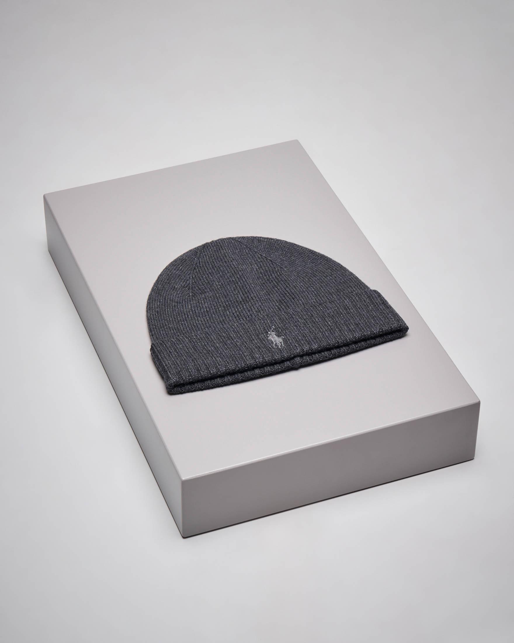 Berretto grigio scuro in lana