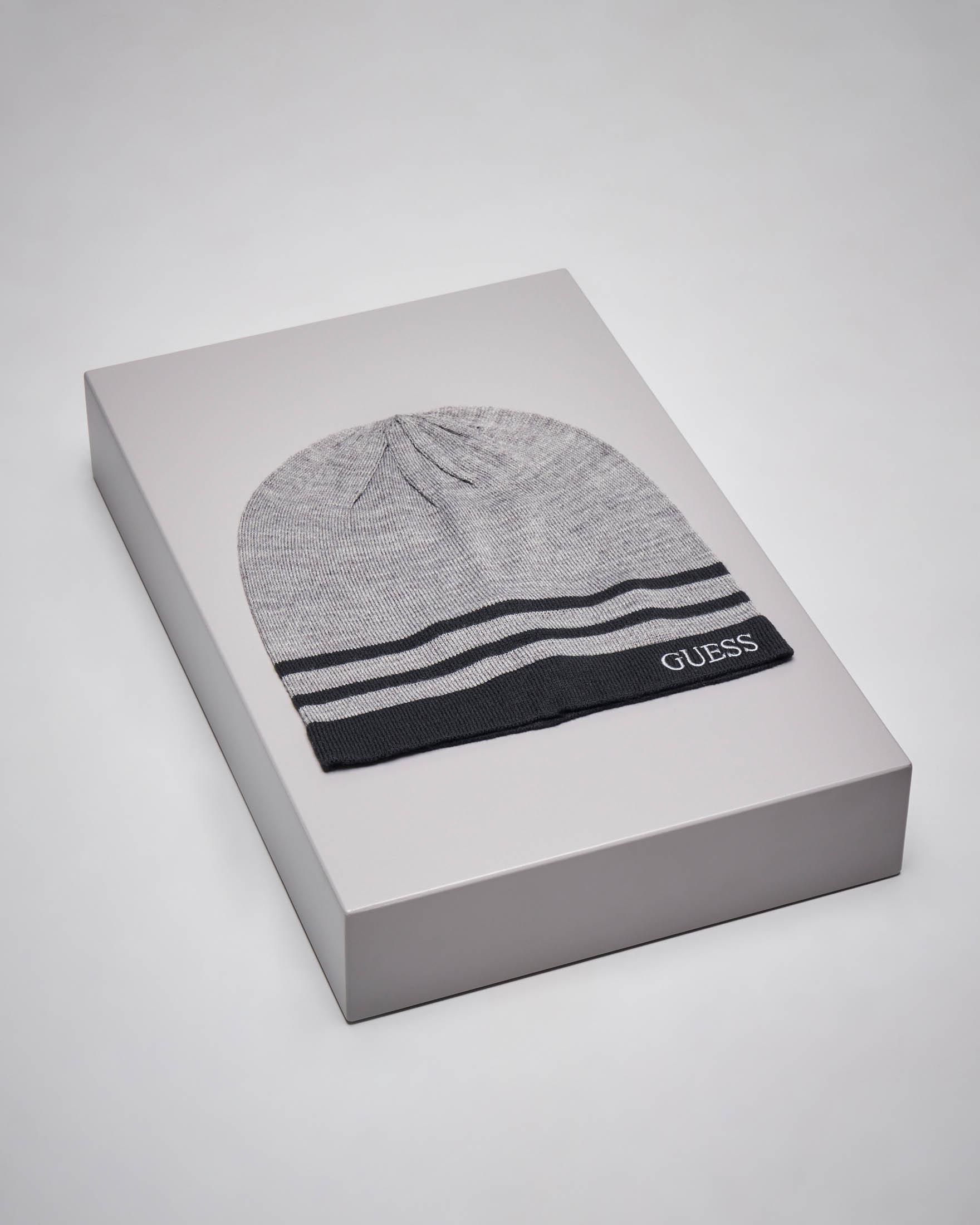 Berretto grigio con bordino e righe nere