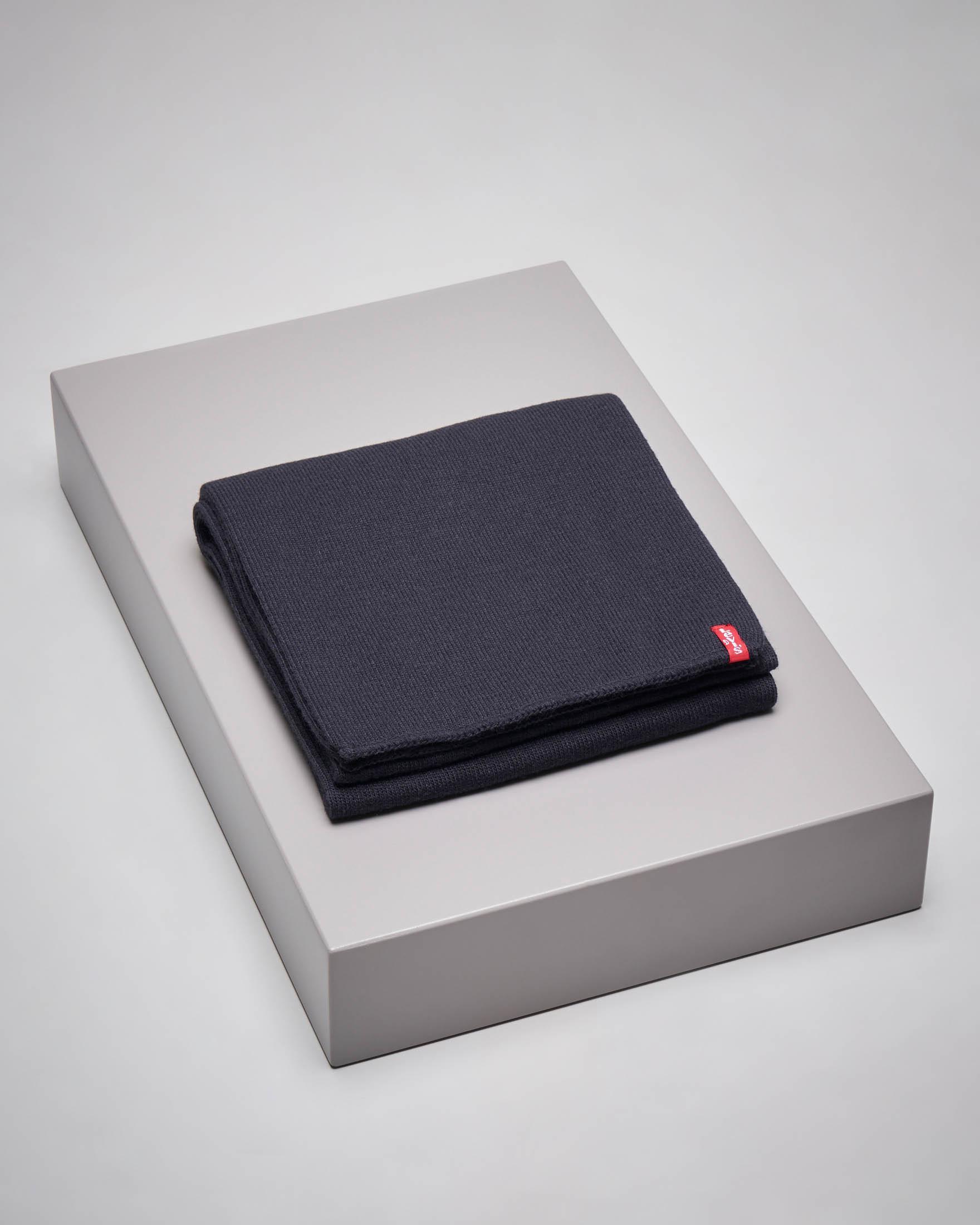 Sciarpa blu con etichetta logata