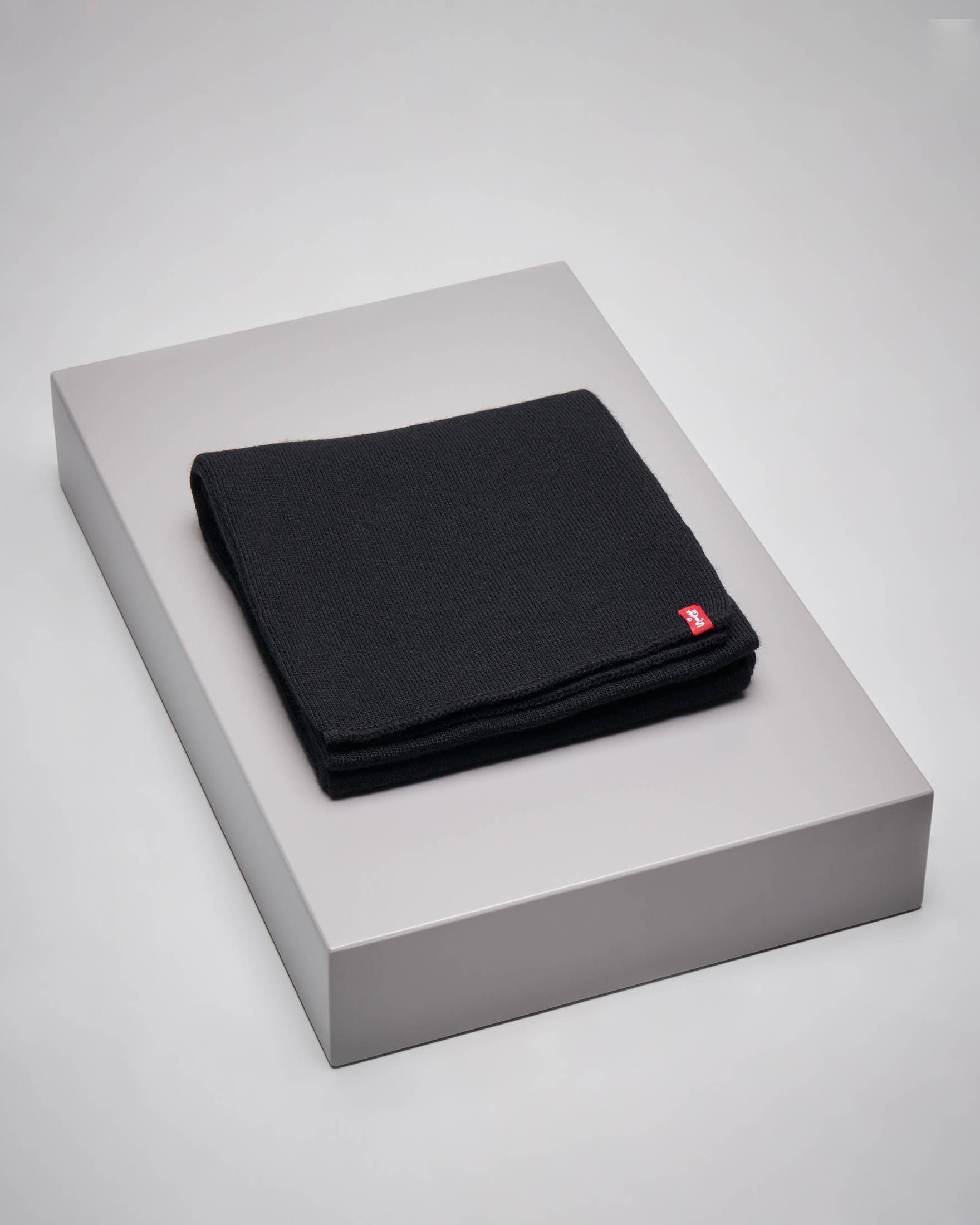 Sciarpa nera con etichetta logata