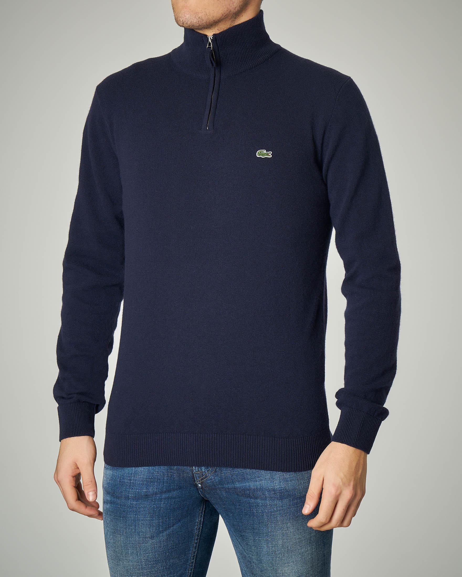 Maglia blu a collo alto con zip in lana