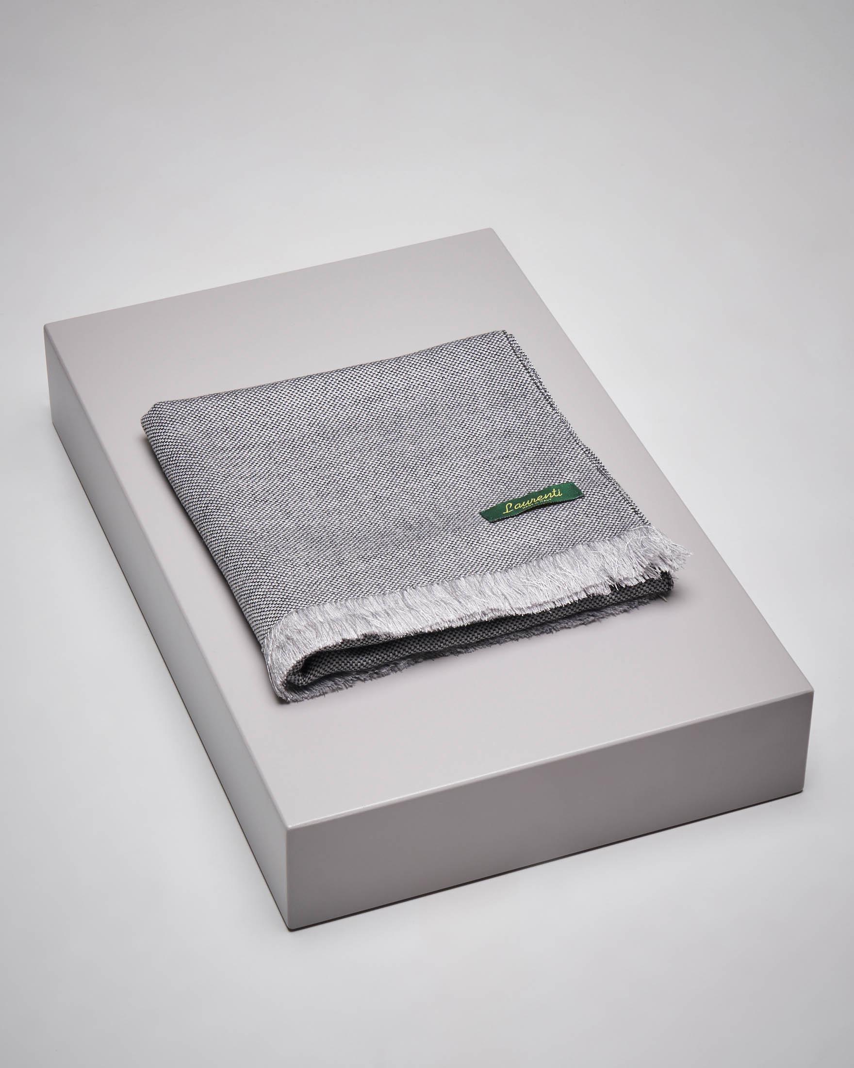 Sciarpa grigio chiaro micro-armatura in lana e seta