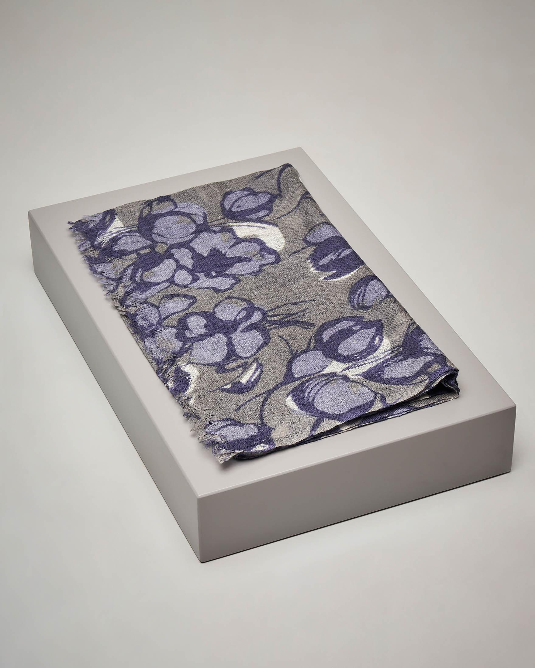Sciarpa grigia e viola in lana e seta a fantasia floreale