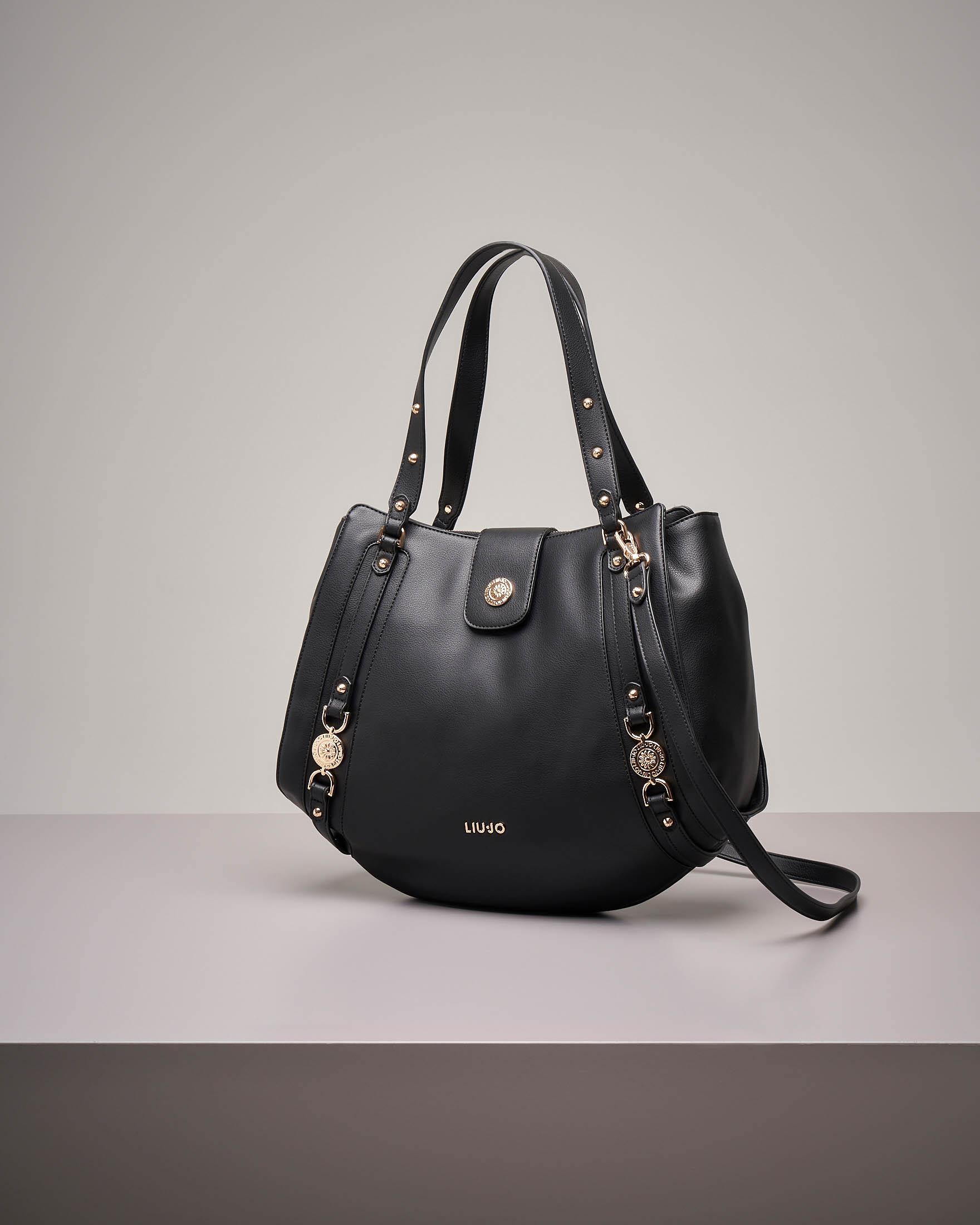 It bag colore nero con decori gioiello