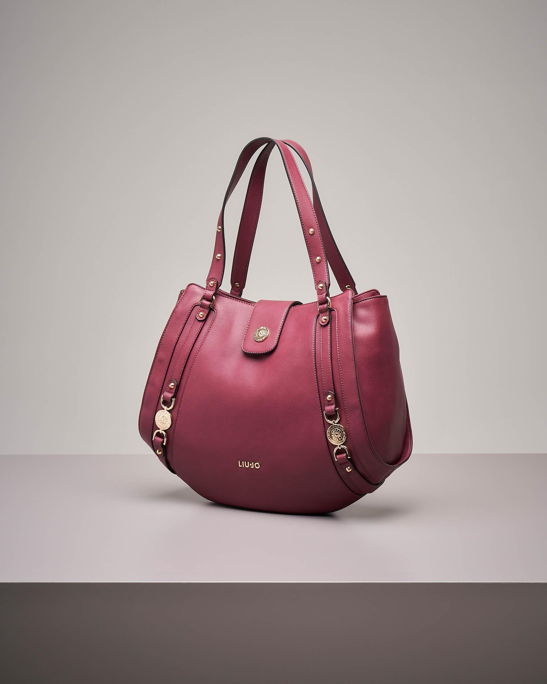 It bag colore bordeaux con decori gioiello