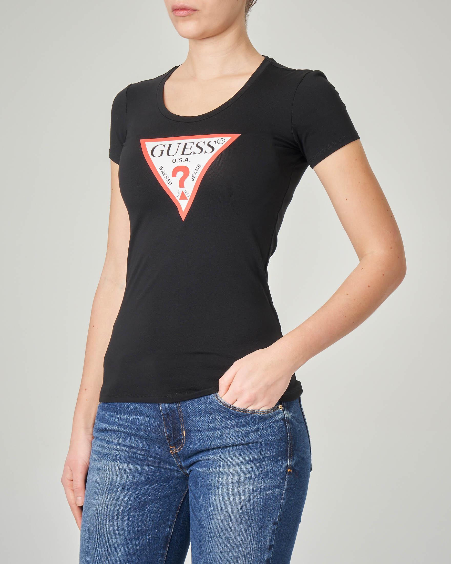 T-shirt nera aderente maniche corte con logo