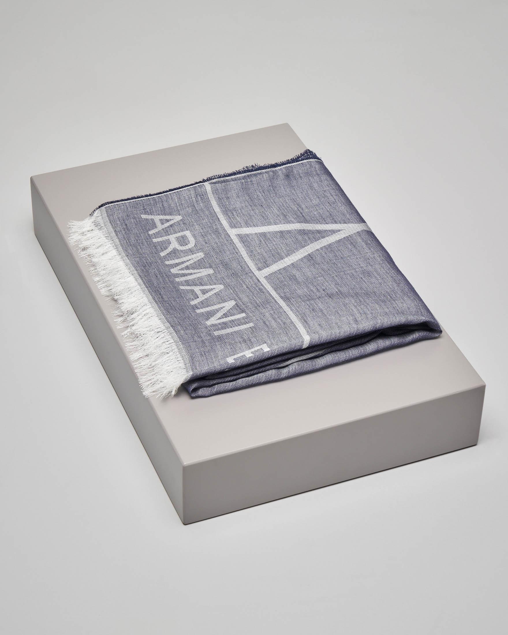Sciarpa blu in cotone modal con logo