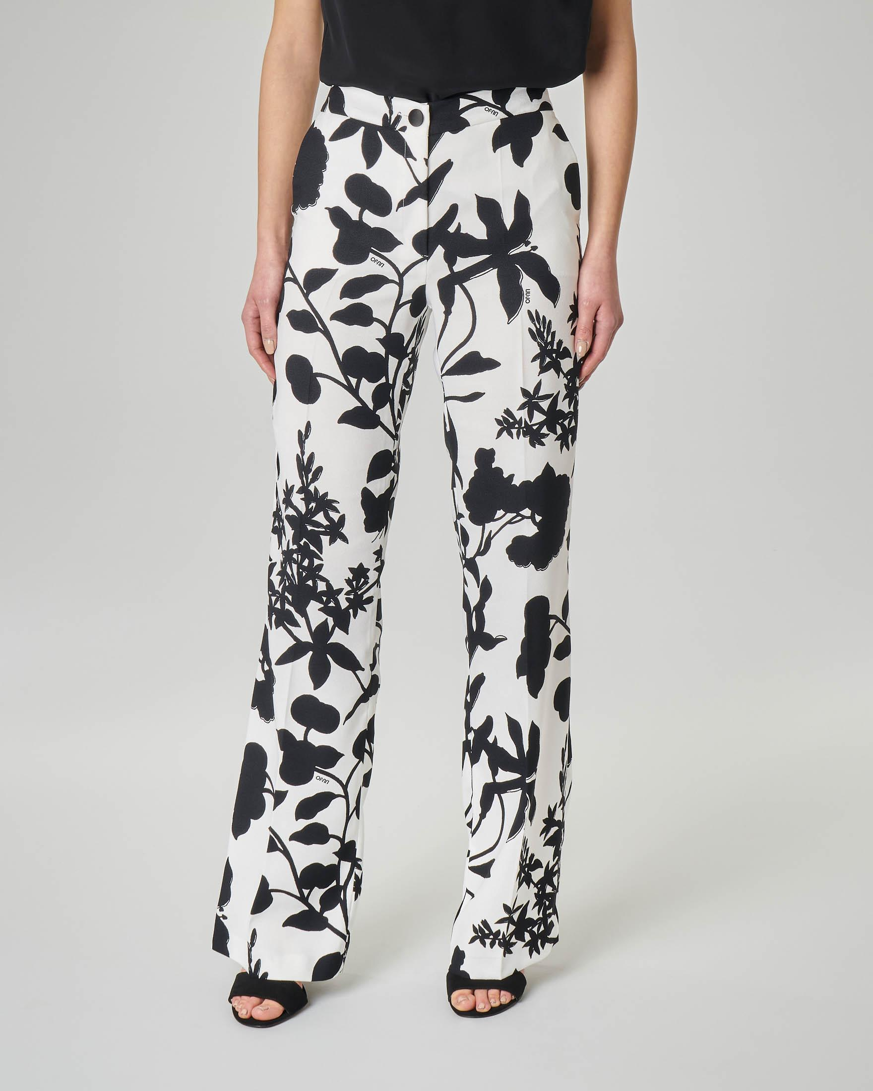 Pantaloni palazzo a fantasia floreale bianca e nera