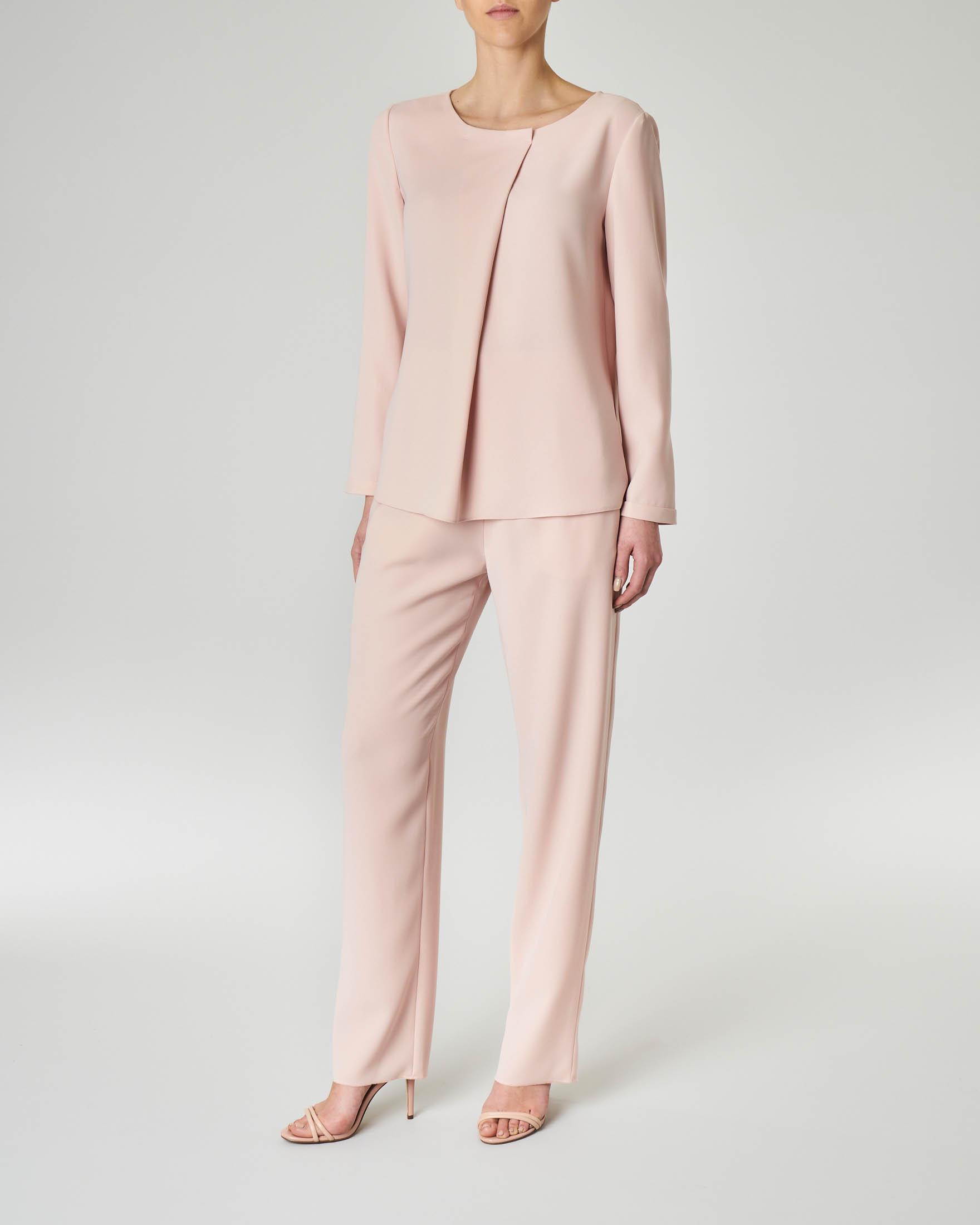 Completo giacca pantalone rosa in cady con giacca senza bottoni