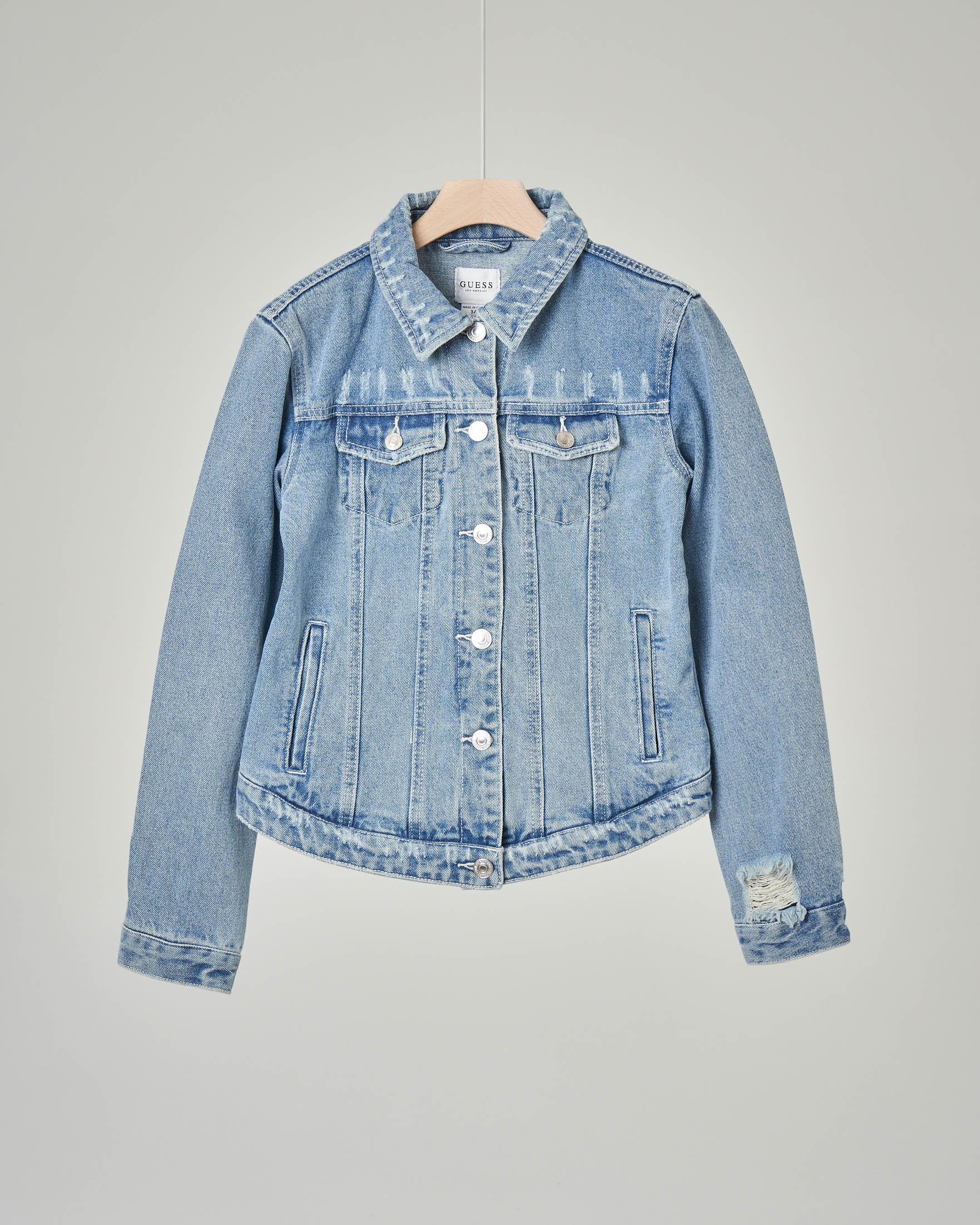 Giubbino jeans con abrasioni e scritta sulla schiena