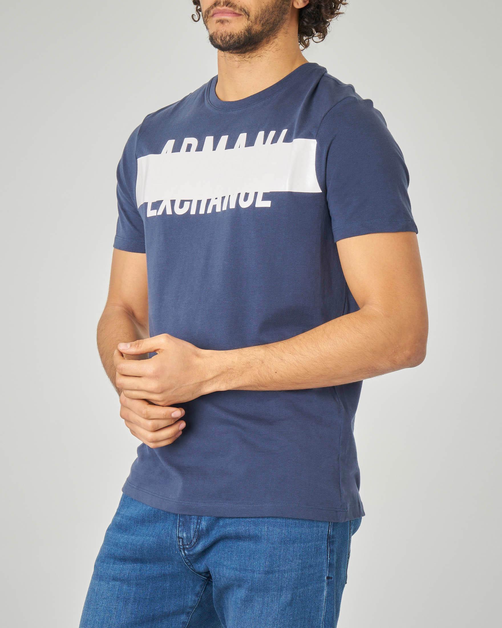 T-shirt blu con logo e riga bianca
