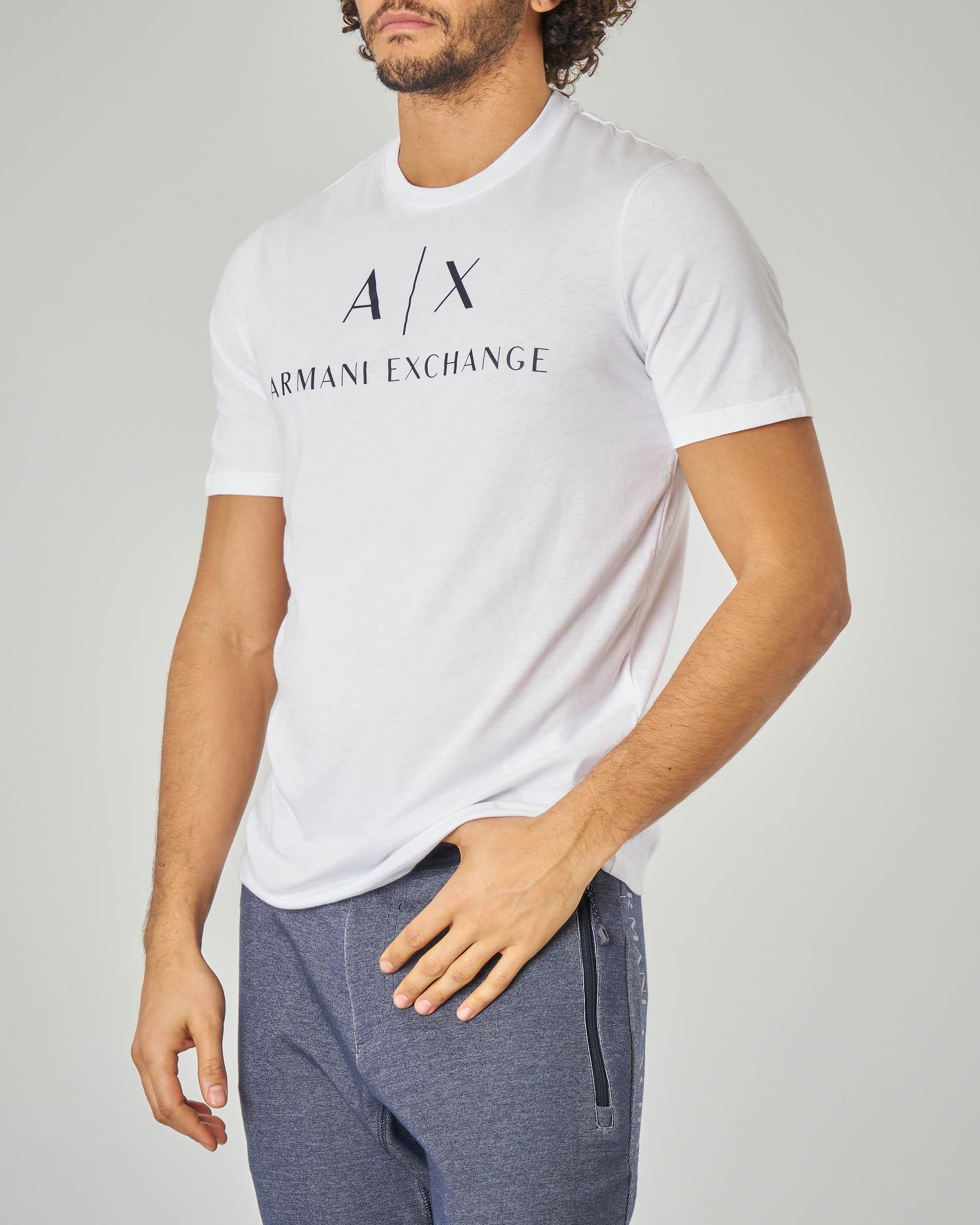 T-shirt bianca con logo in contrasto