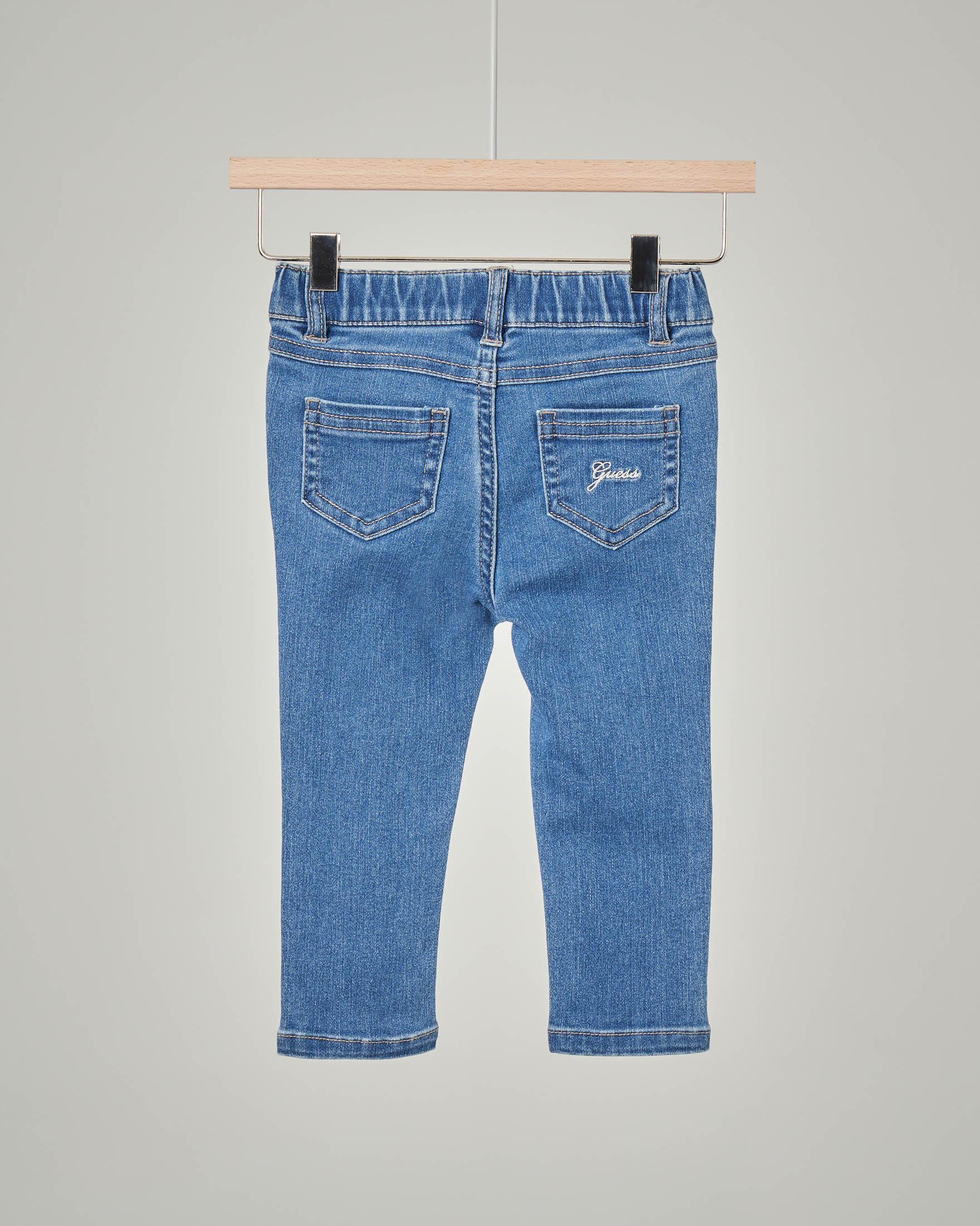 Jeans con toppe a forma di cuore