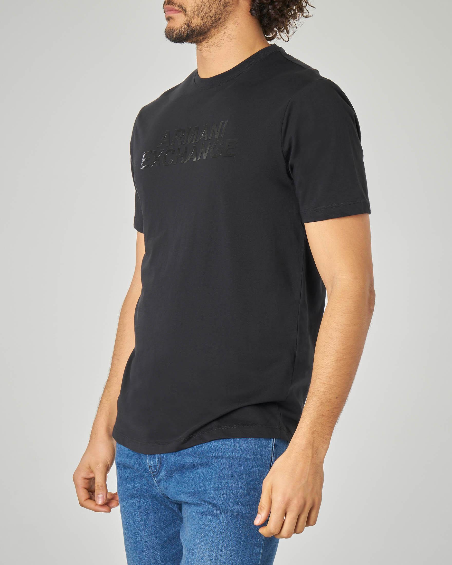 T-shirt nera con stampa in rilievo tono su tono