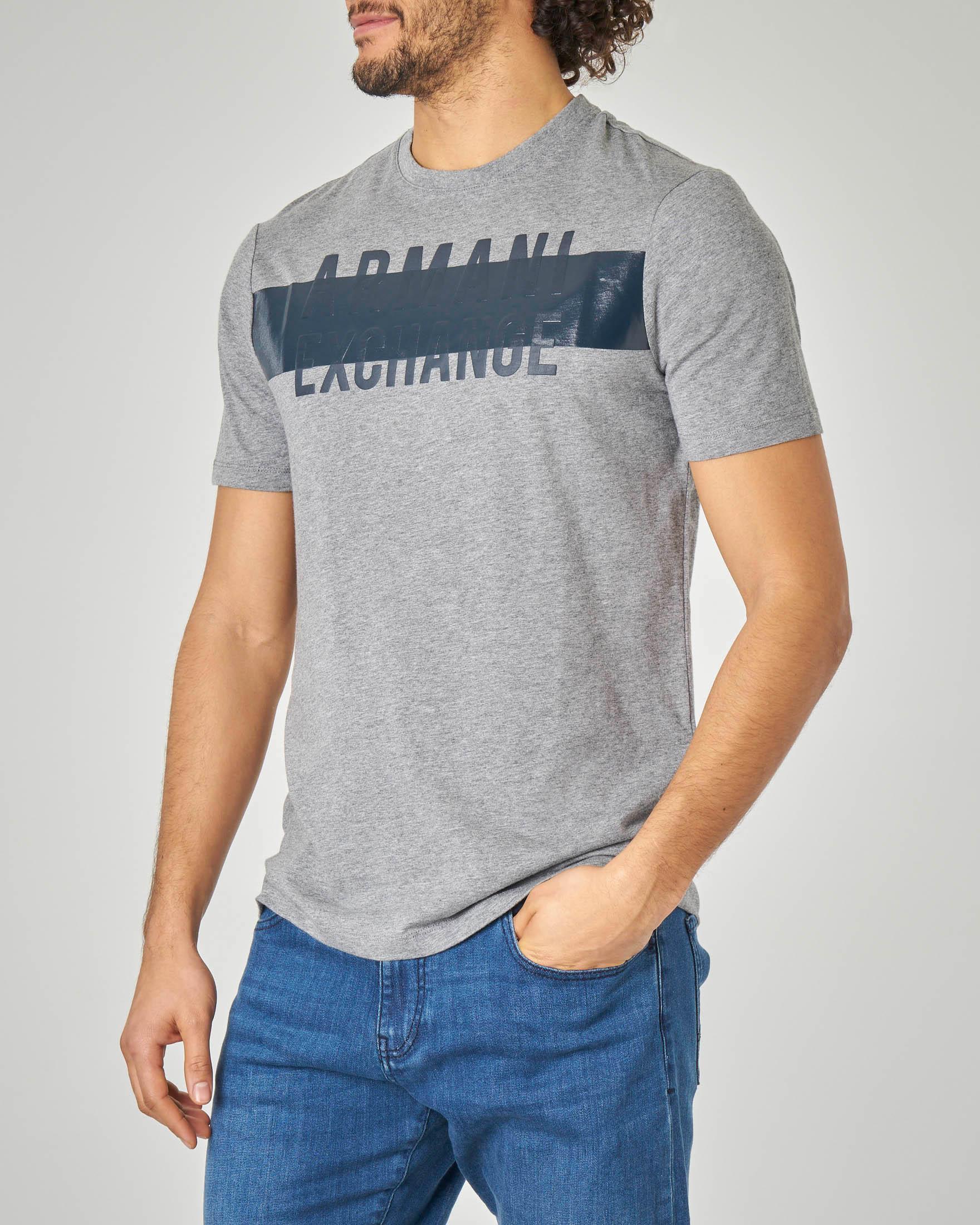 T-shirt grigia con logo e riga blu