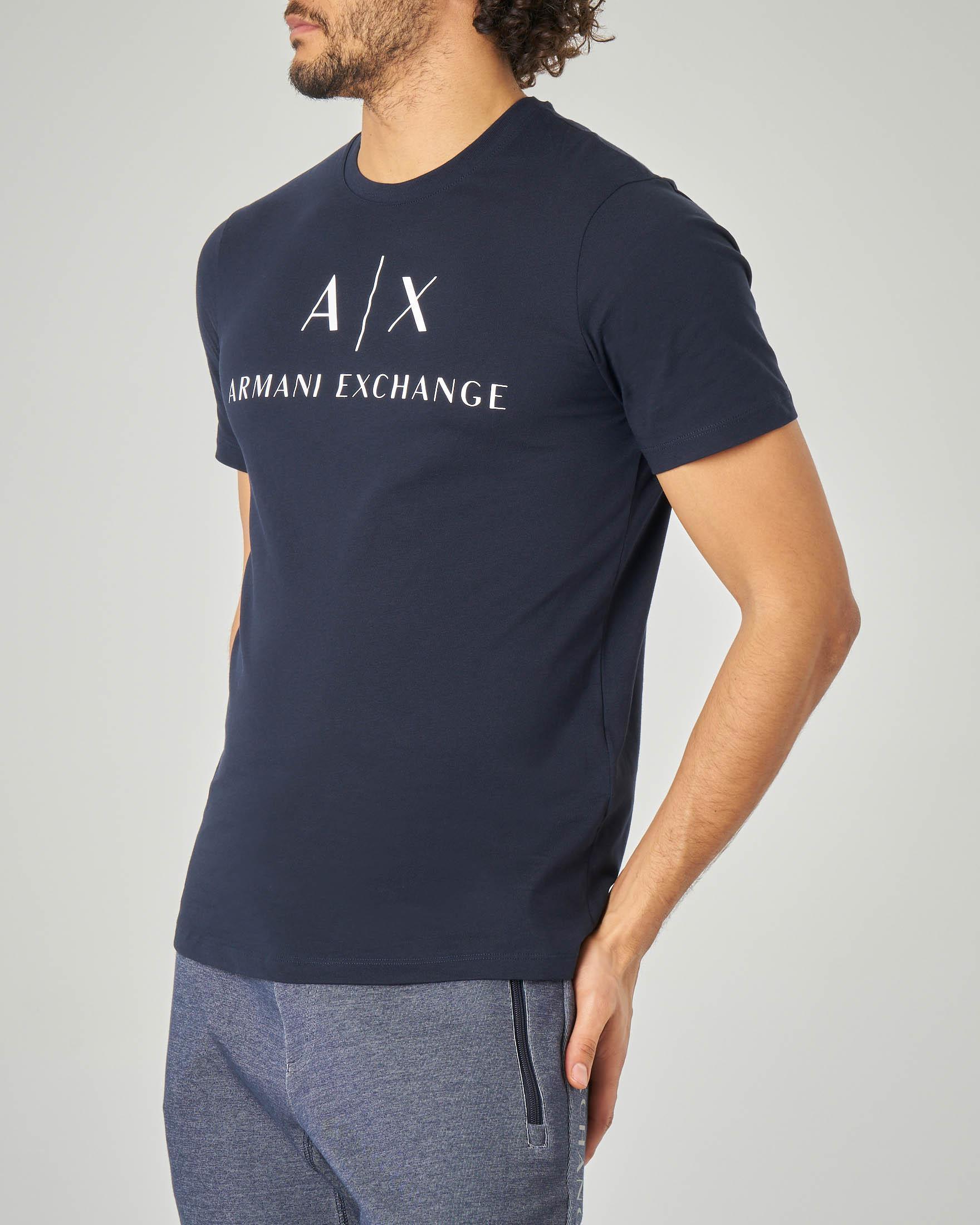 T-shirt blu con logo in contrasto