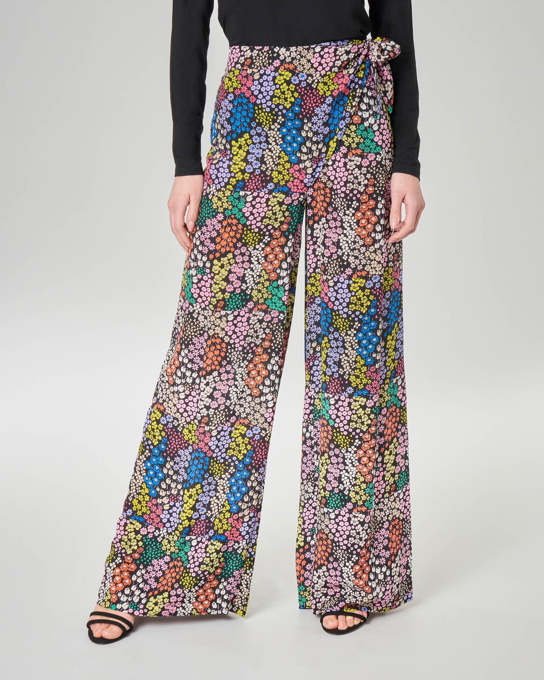 Pantaloni palazzo in seta neri a micro fantasia floreale multicolor