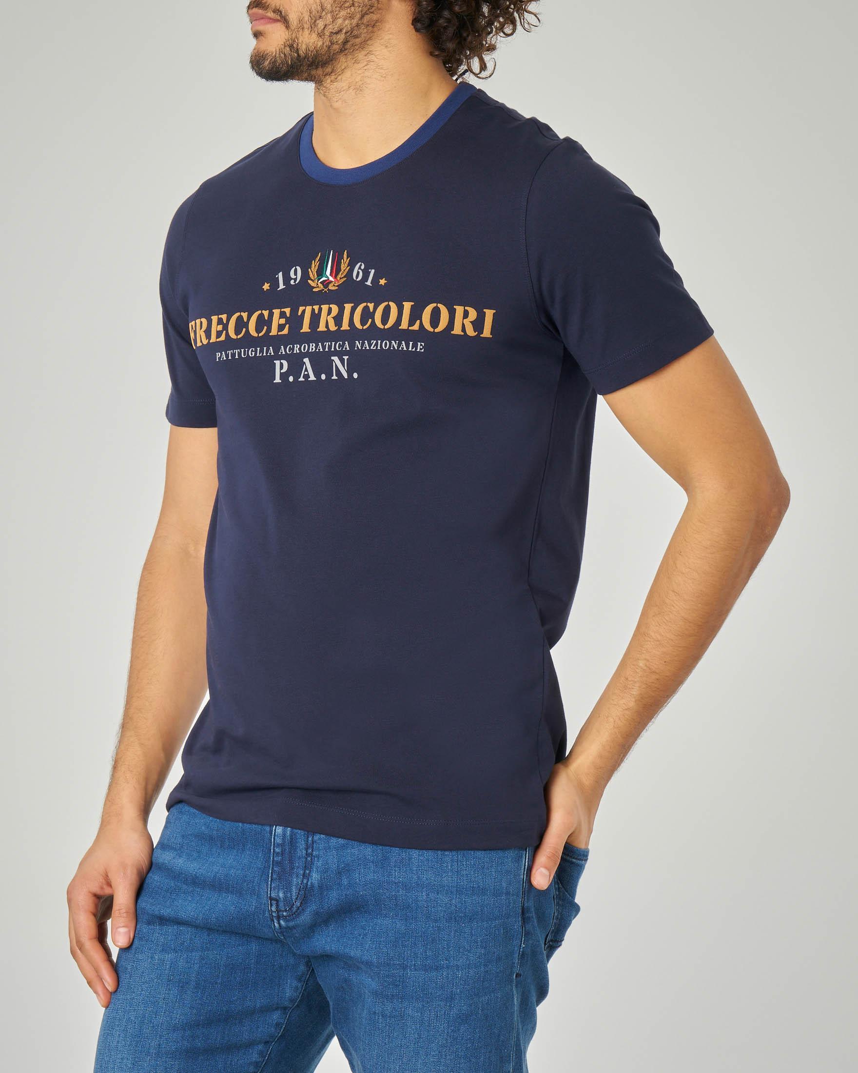 T-shirt blu con collo in contrasto e logo Frecce Tricolore