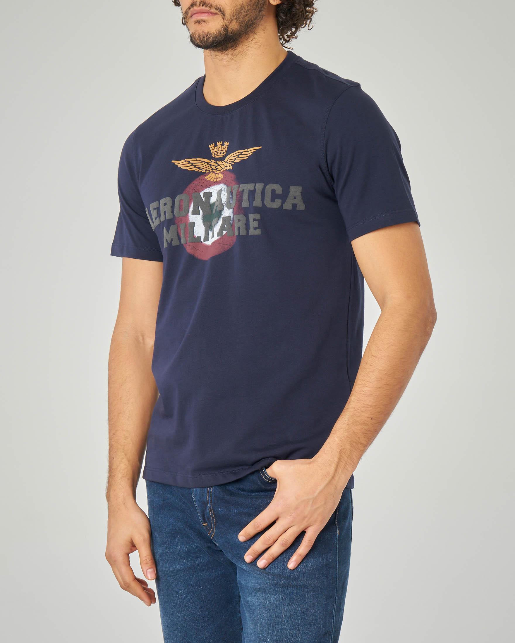 T-shirt blu con logo e aquila sul petto