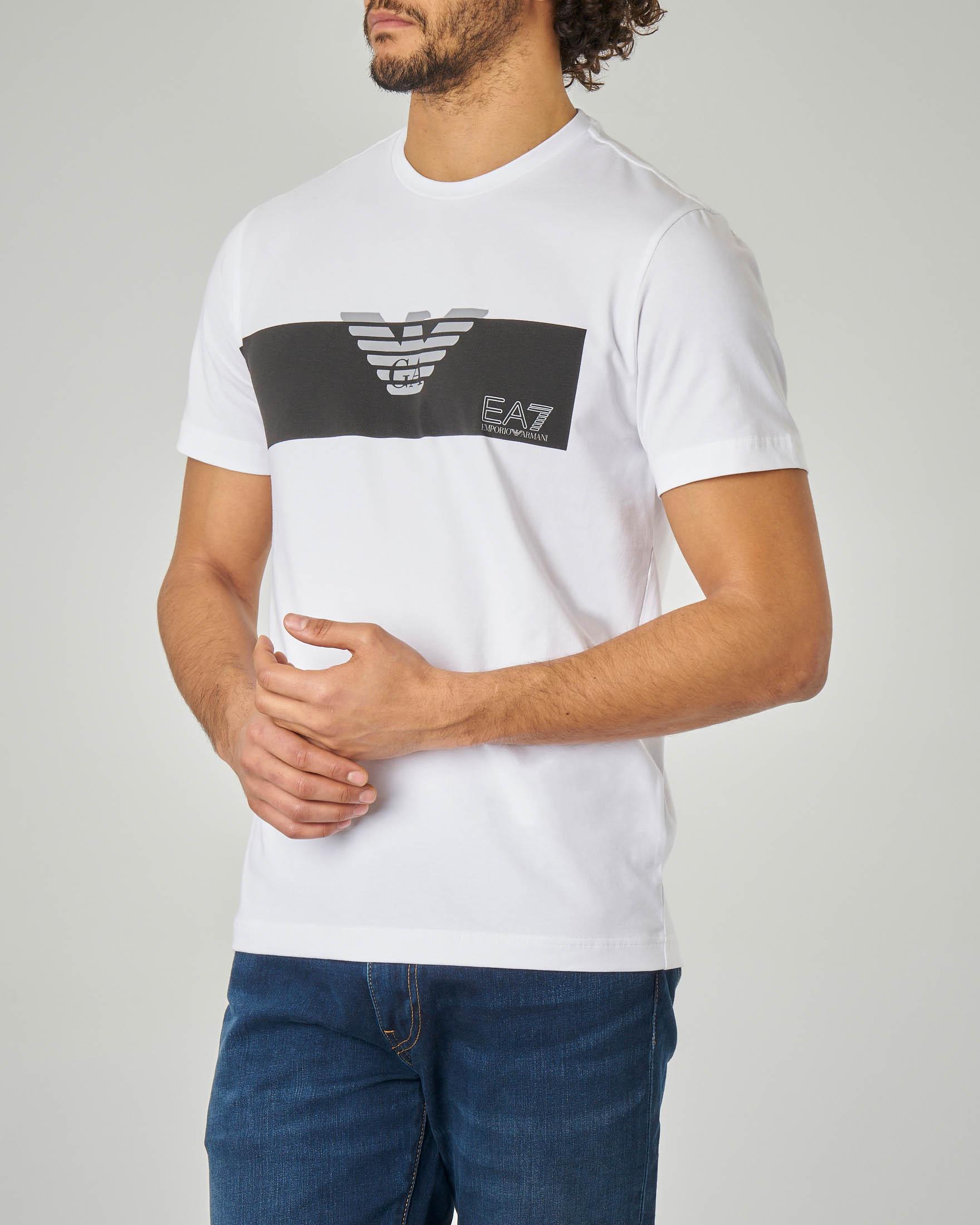 T-shirt bianca con riga nera piazzata e aquila