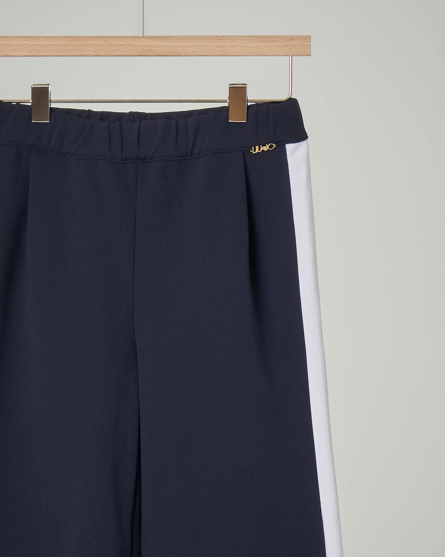 Pantalone blu cropped con banda