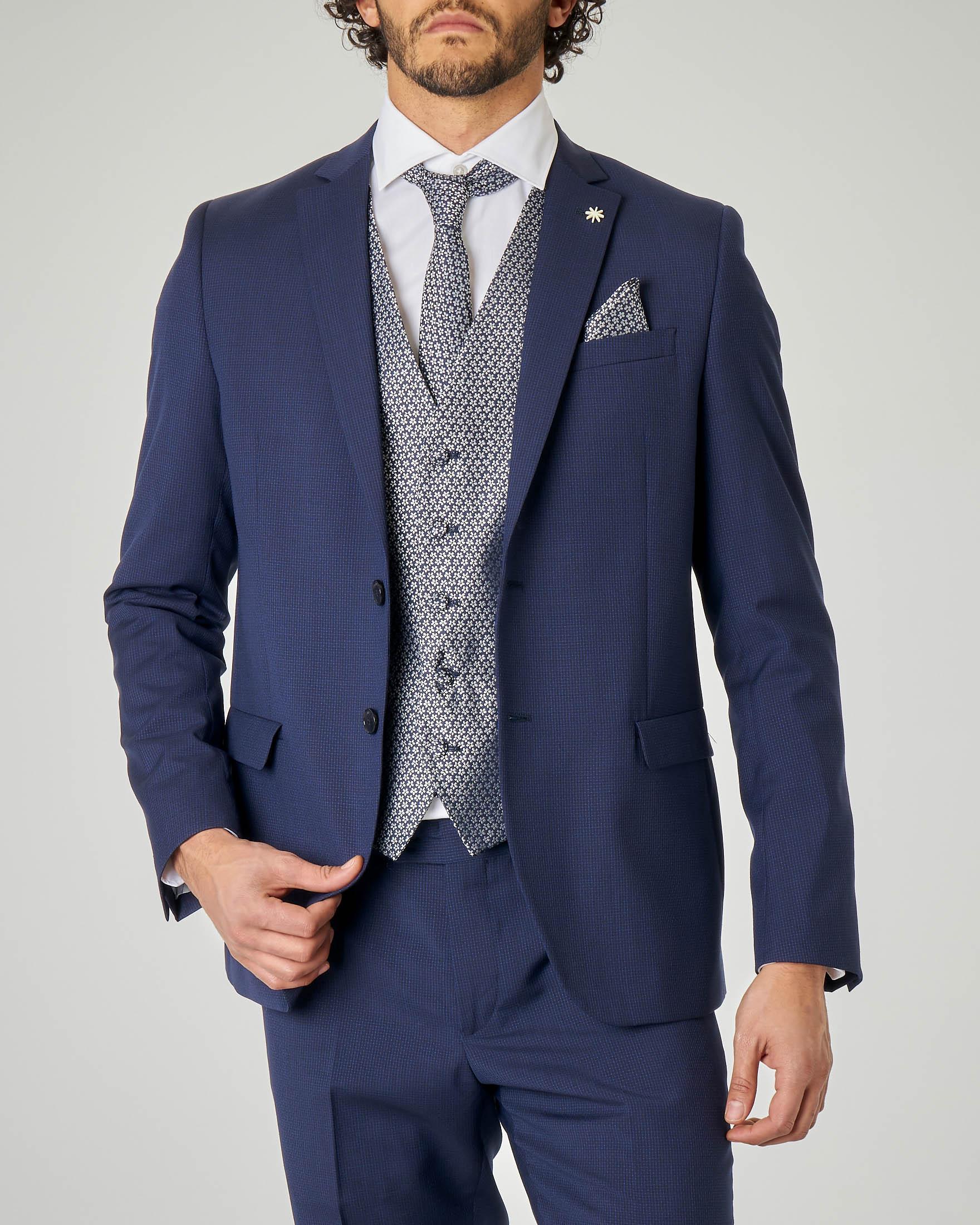 Gilet con cravatta e pochette coordinate