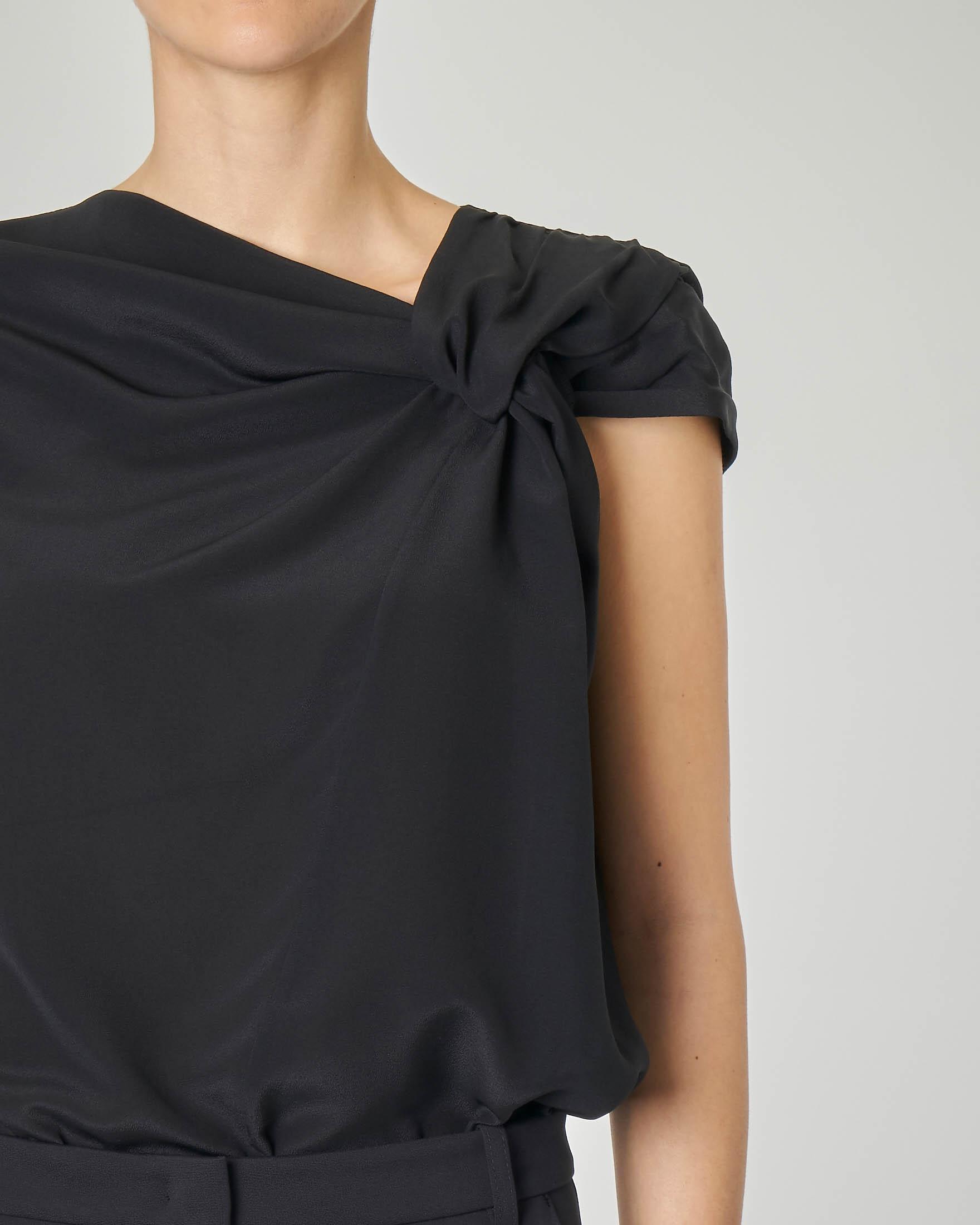 Top senza maniche in seta colore nero