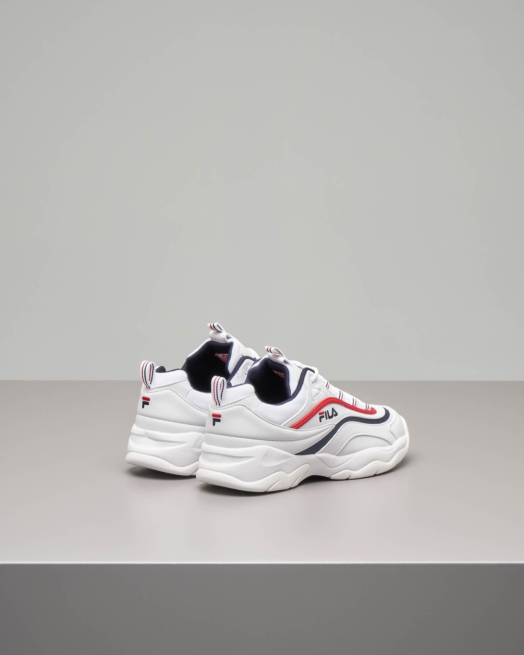 Sneaker Fila Ray low bianche con rifiniture rosse e blu