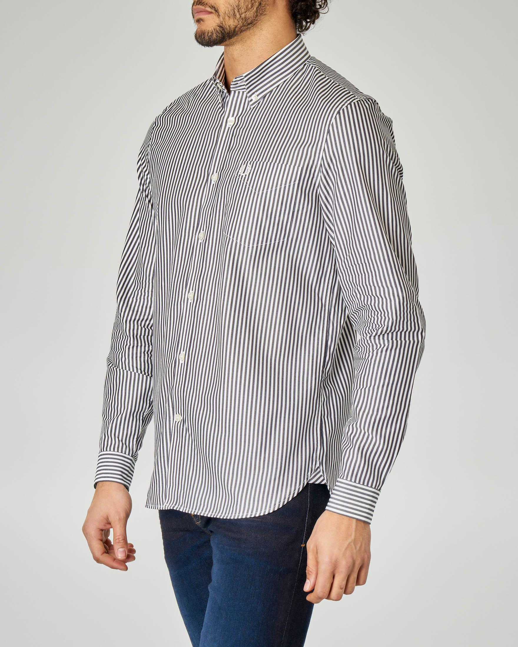 Camicia a righe blu e bianche button down con taschino