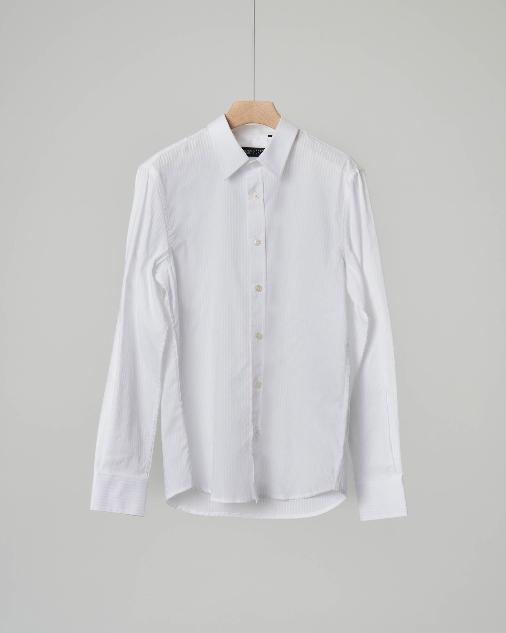 Camicia bianca in tessuto operato a righe