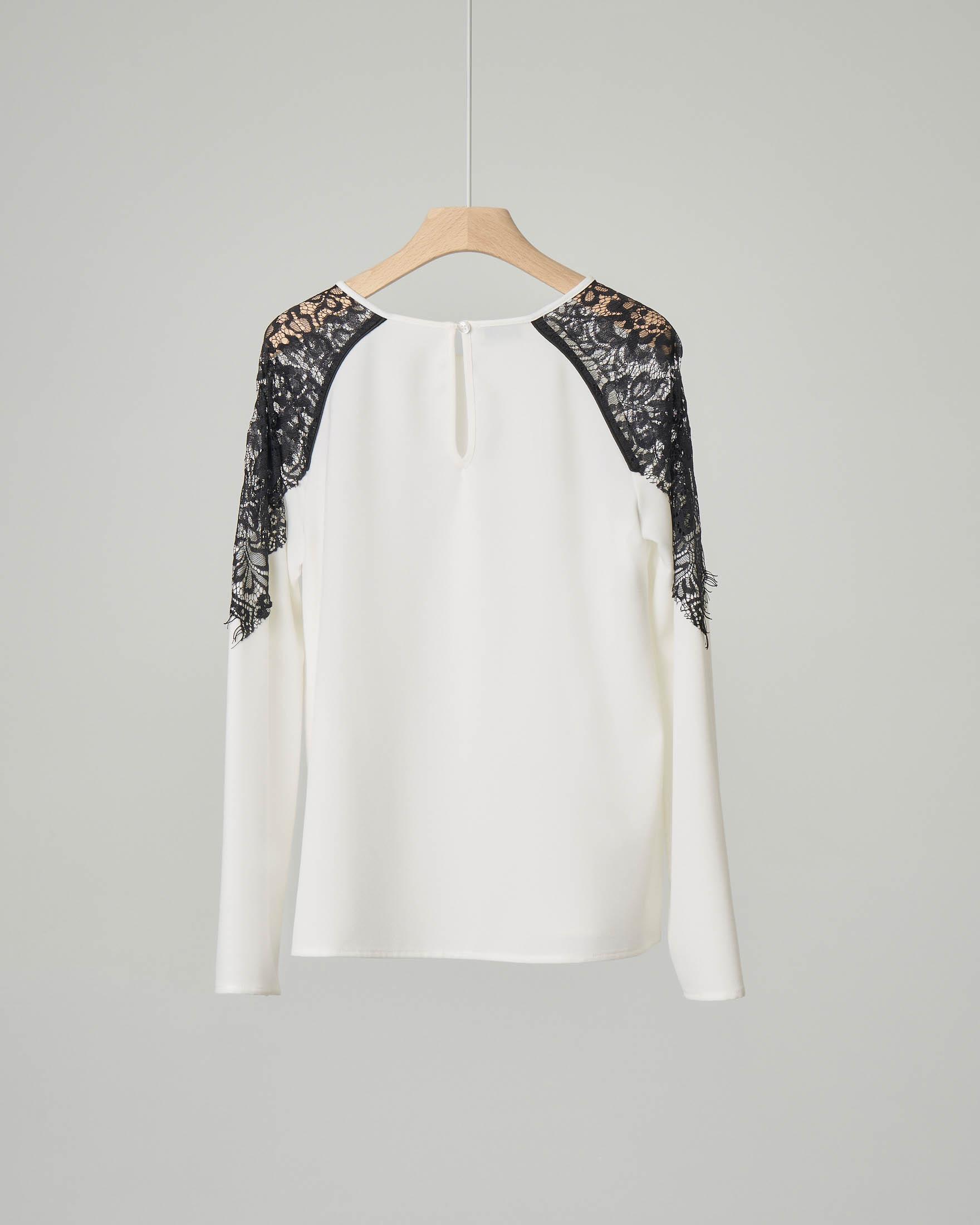 Camicia bianca con spalle in pizzo nero