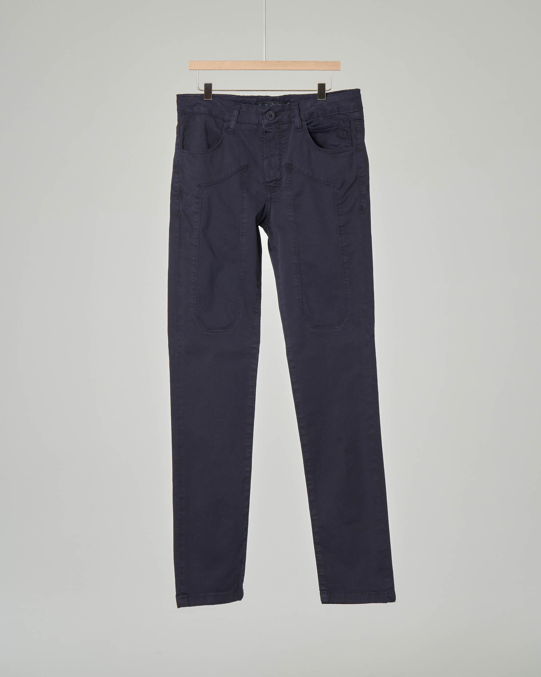 Pantalone blu cinque tasche con toppe