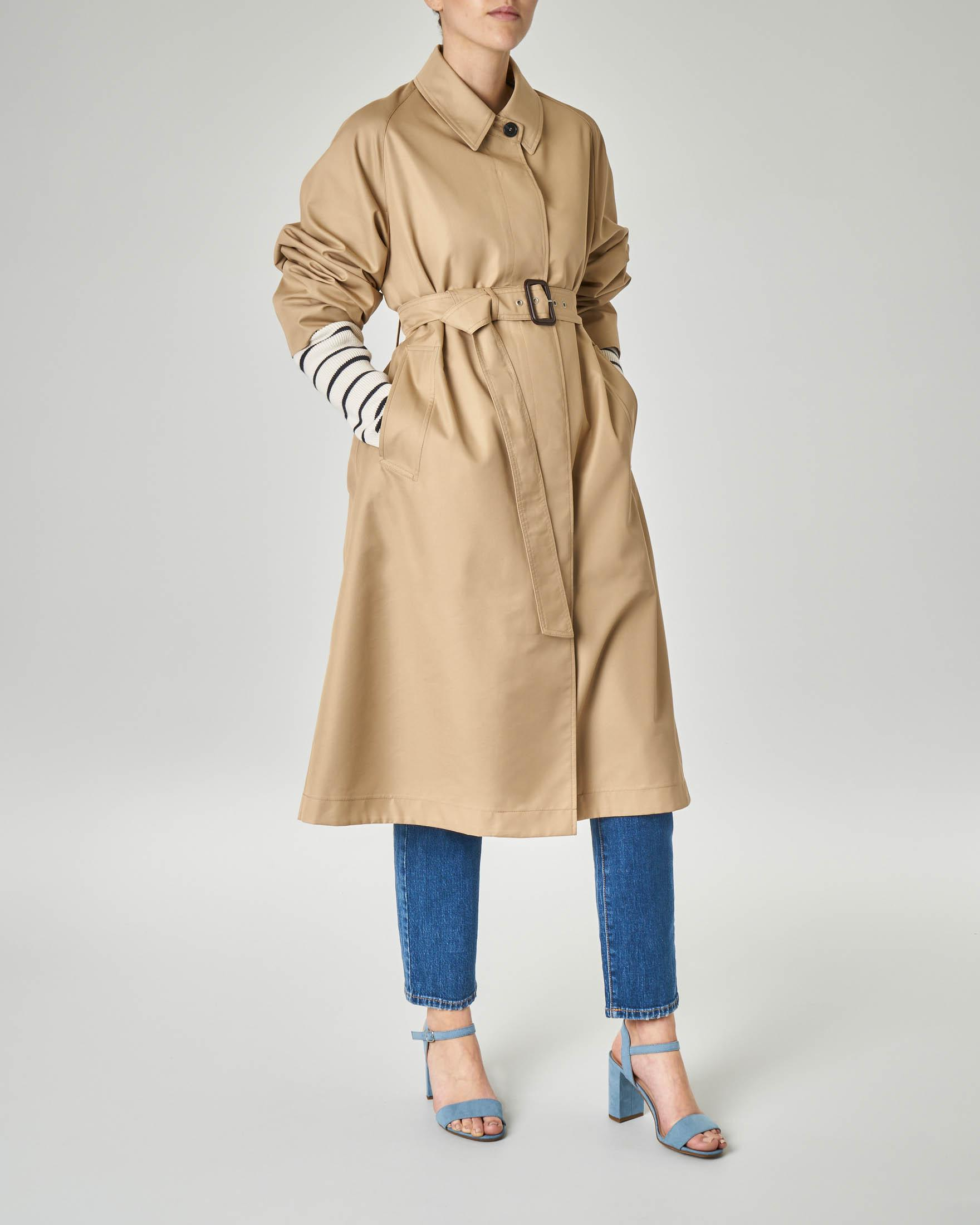 Trench in cotone modello oversized con colletto a camicia e cintura in vita