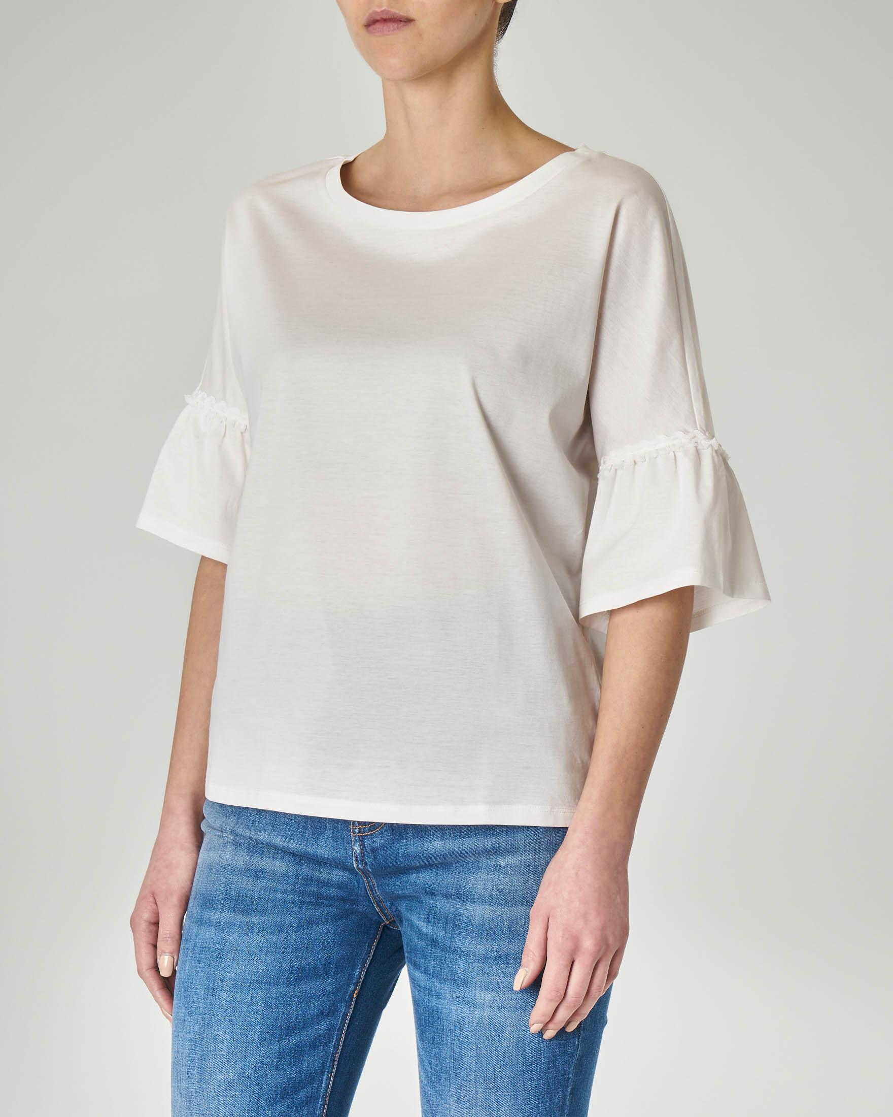 Maglietta girocollo bianca in cotone con manica a volant