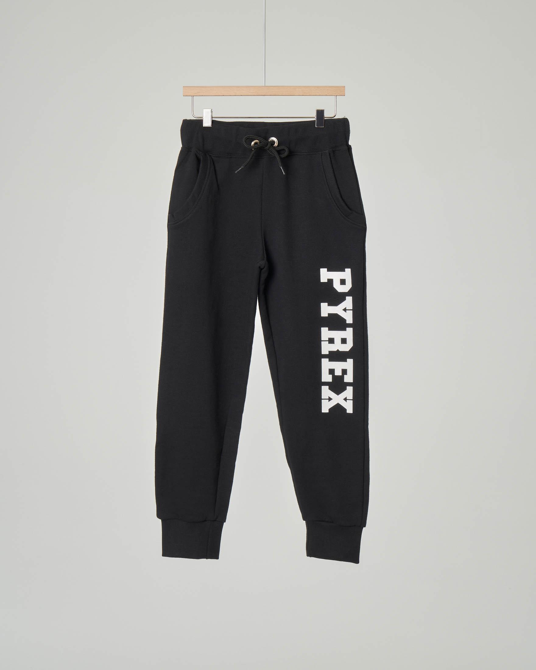 Pantalone nero in felpa con logo sulla gamba